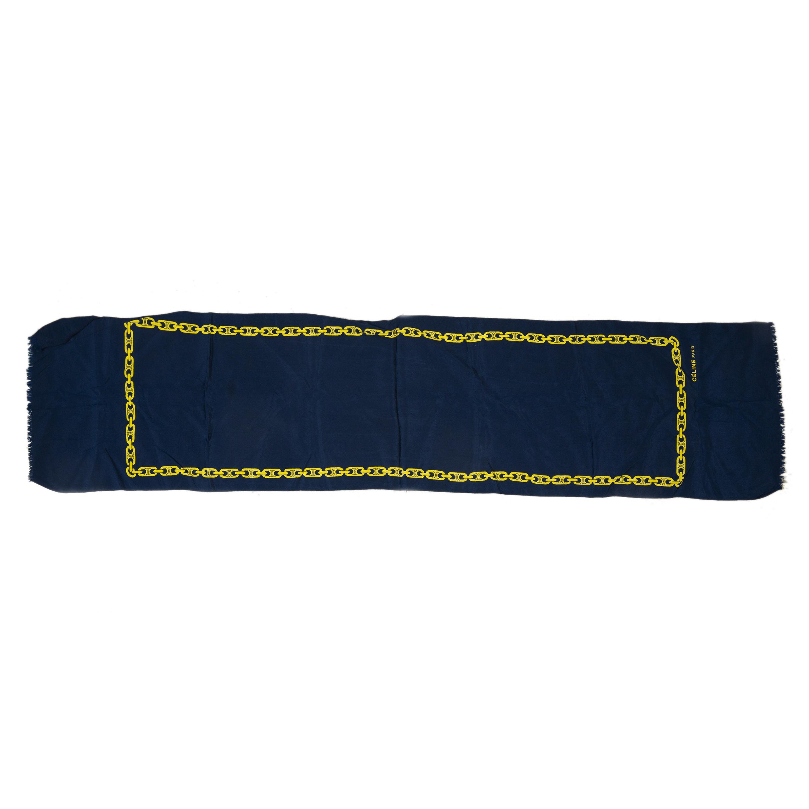 Koop deze authentieke tweedehands vintage Celine Blue Chain Printed Scarf bij online webshop LabelLOV.