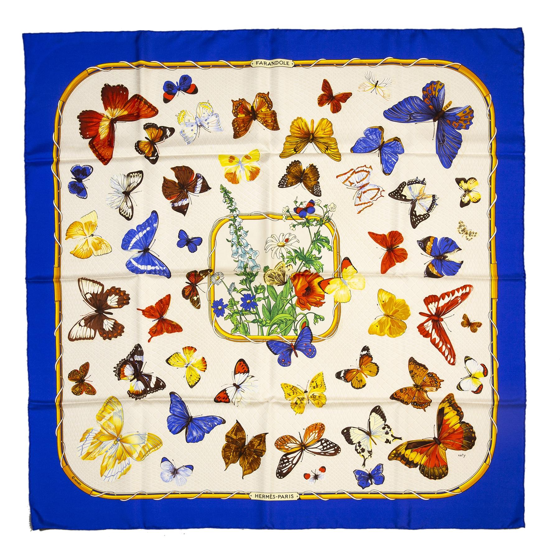 Authentieke tweedehands Hermès silk blue butterfly scarf juiste prijs veilig online winkelen LabelLOV webshop luxe merken winkelen Antwerpen België mode fashion
