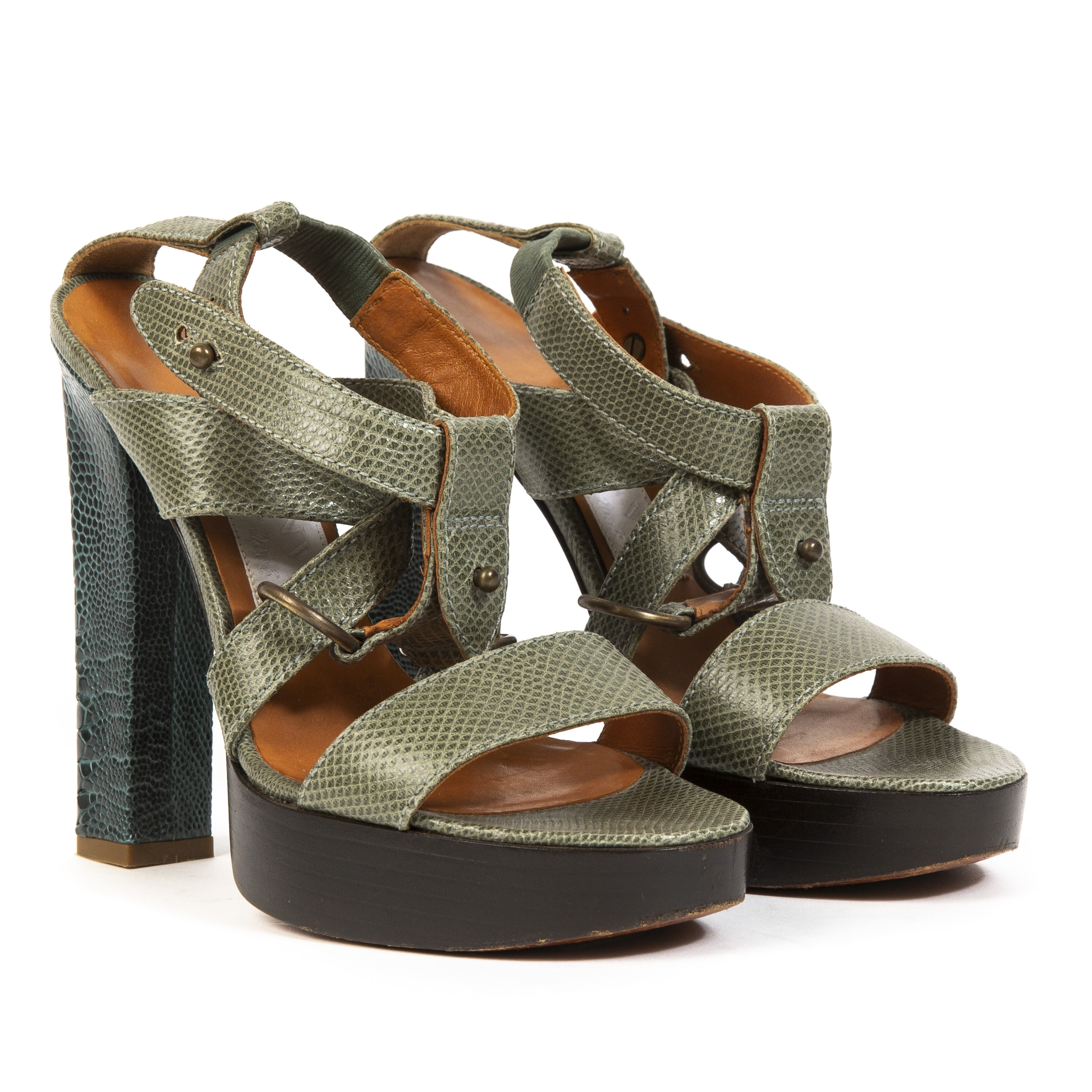 Buy authentic designer Lanvin secondhand shoes at Labellov at the best price.