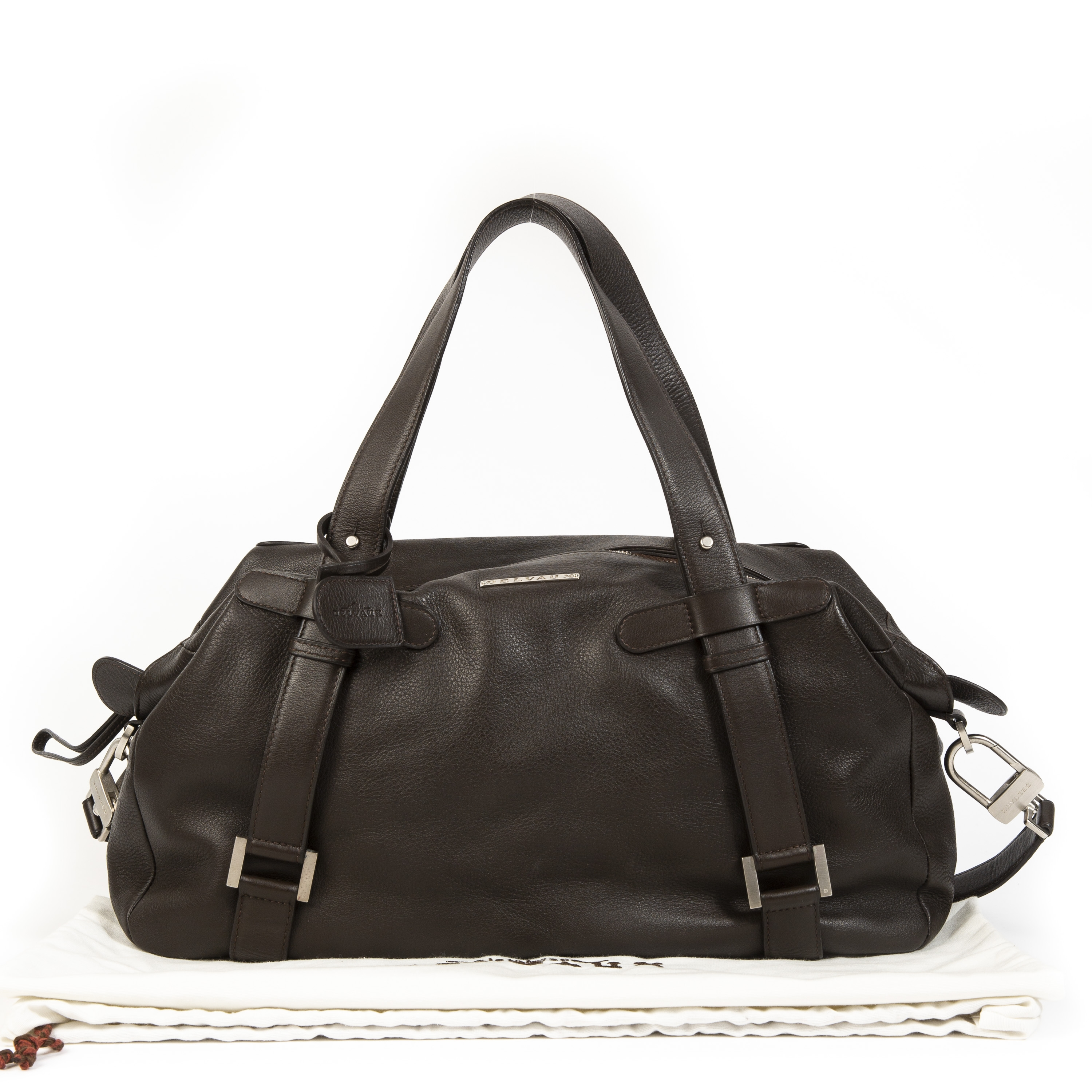 Buy authentic secondhand Delvaux bags at Labellov vintage webshop for the lowest price.
