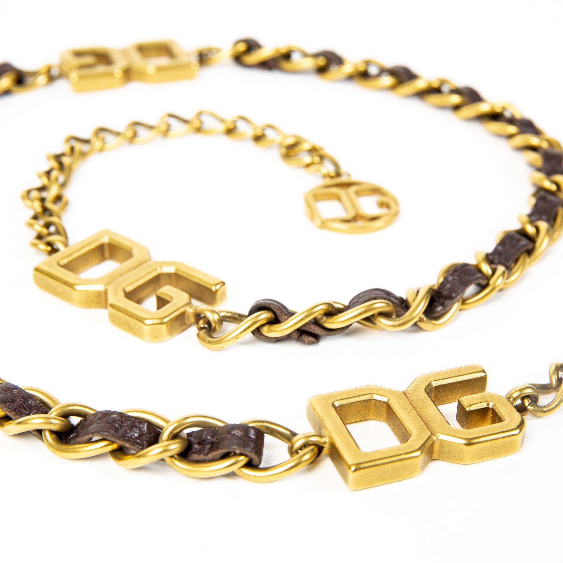 Dolce & Gabbana Leather and Chain Belt - SIze 80. Buy authentic secondhand chain belt D&G items at labellov antwerp. Veilige betaling. Koop online echte tweedehands designer items van D&G bij labellov. Safe payment. Designer vintage.