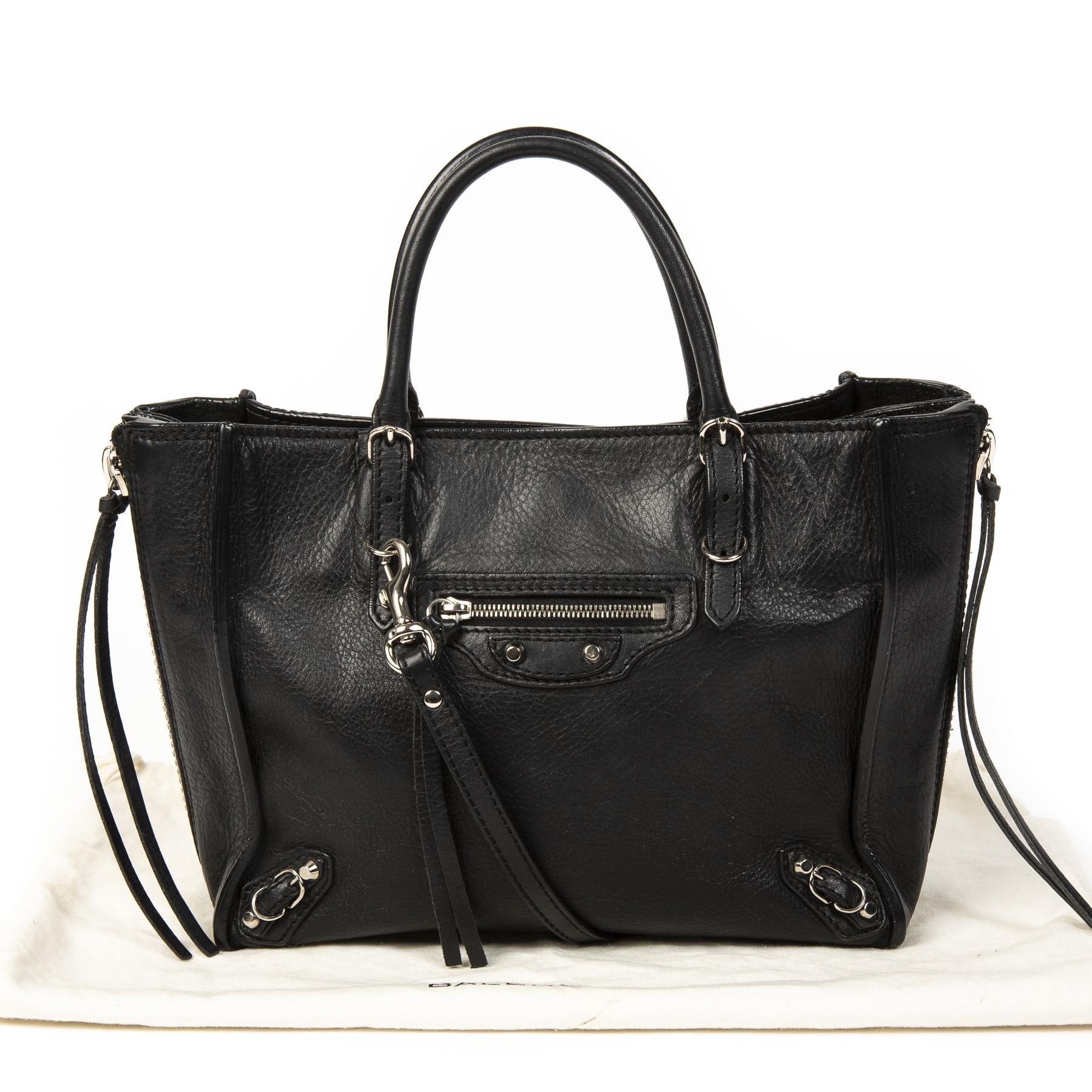 Balenciaga Black Papier Mini A4 Zip Around. Buy authentic secondhand Balenciaga bag at labellov antwerp, safe payment. Koop online tweedehands balenciaga papier tas bij labellov antwerpen. Veilige betaling. Designer vintage.