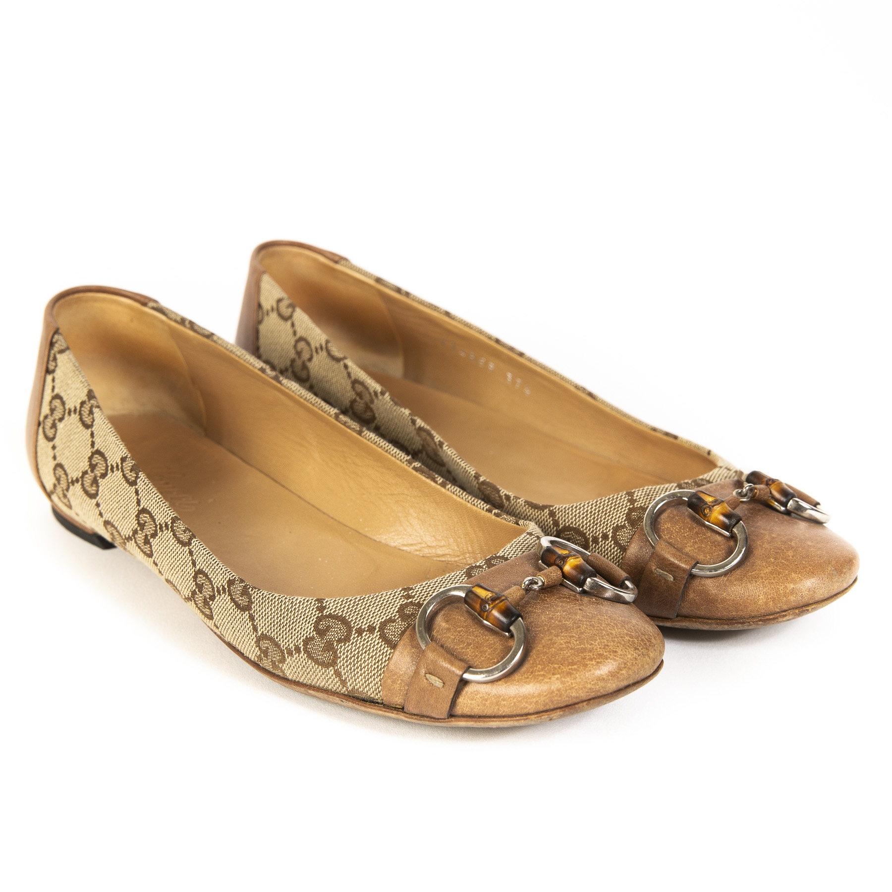 8a1a541fe095 Buy authentic Gucci shoes at the right price at LabelLOV vintage webshop.
