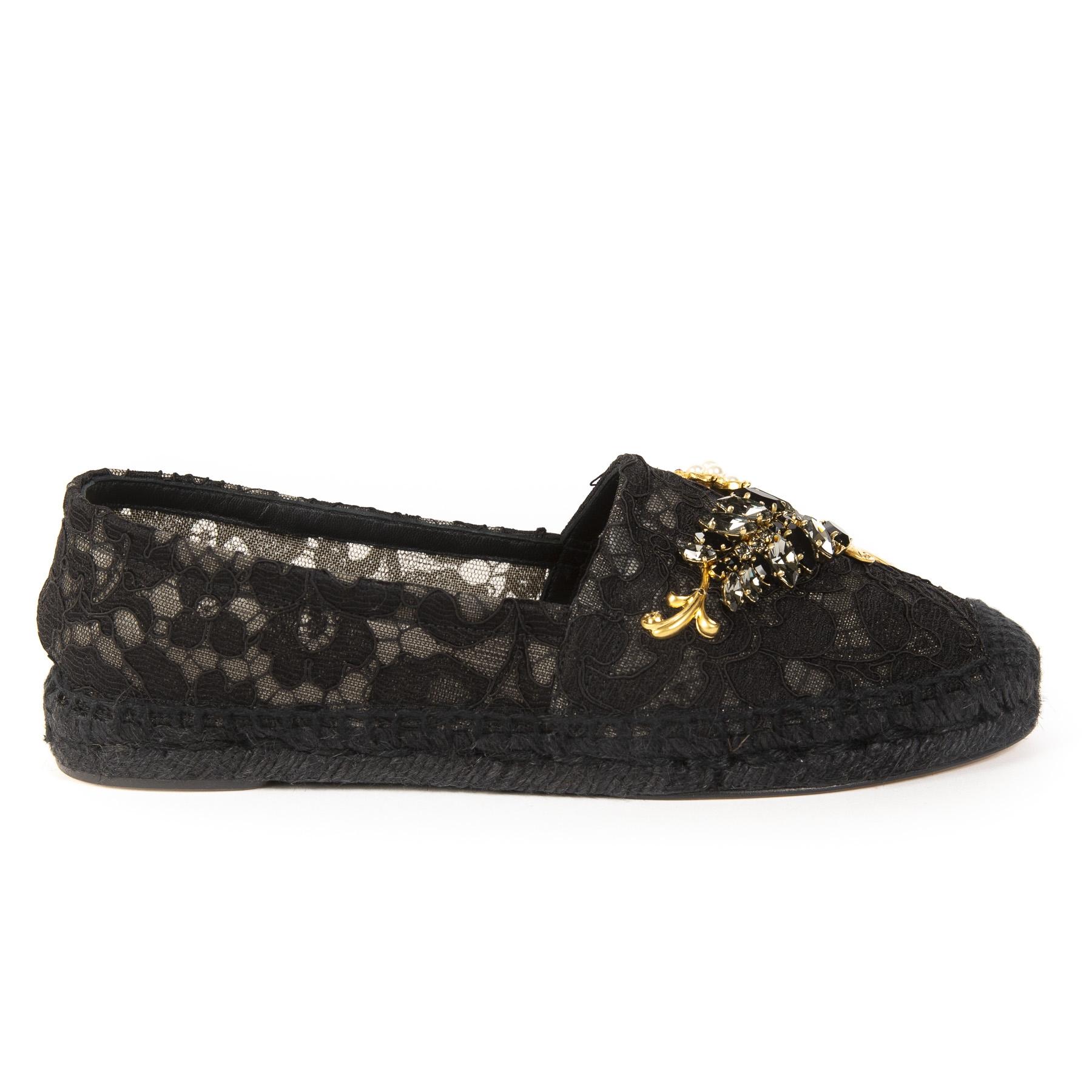 Koop authentieke Dolce & Gabanna schoenen aan de juiste prijs bij LabelLOV vintage webshop.