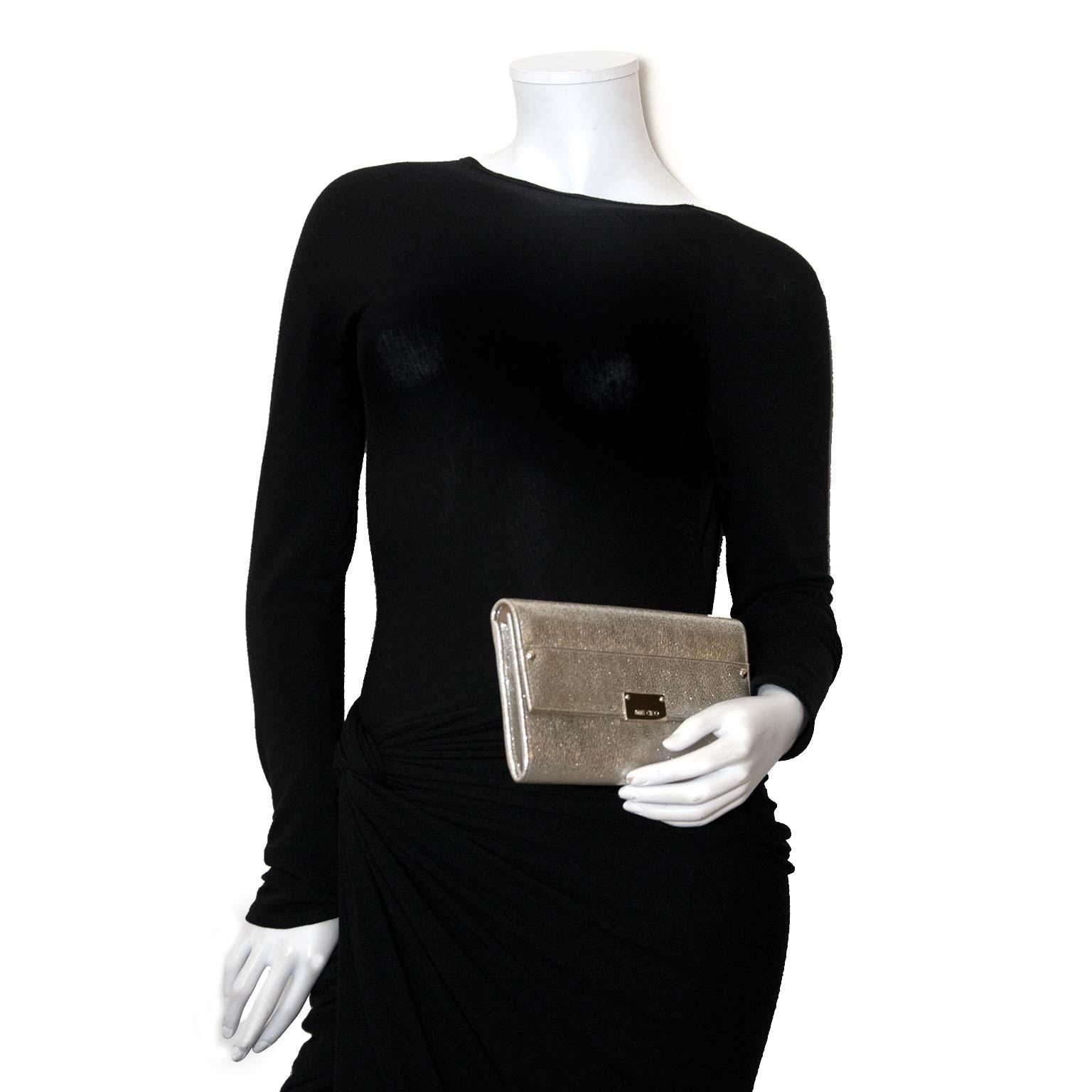 Koop authentieke tweedehands jimmy choo clutch bij labellov vintage mode webshop belgië