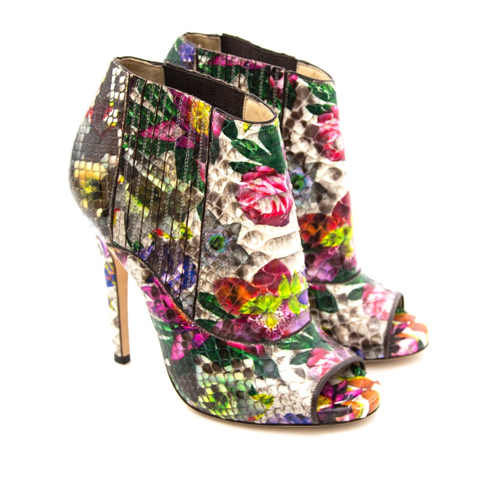 Buy Jimmy Choo Floral-Print Python Ankle Boots with bow at the right price at LabelLOV vintage webshop. Luxe, vintage, fashion. Safe and secure online shopping. Antwerp, Belgium.