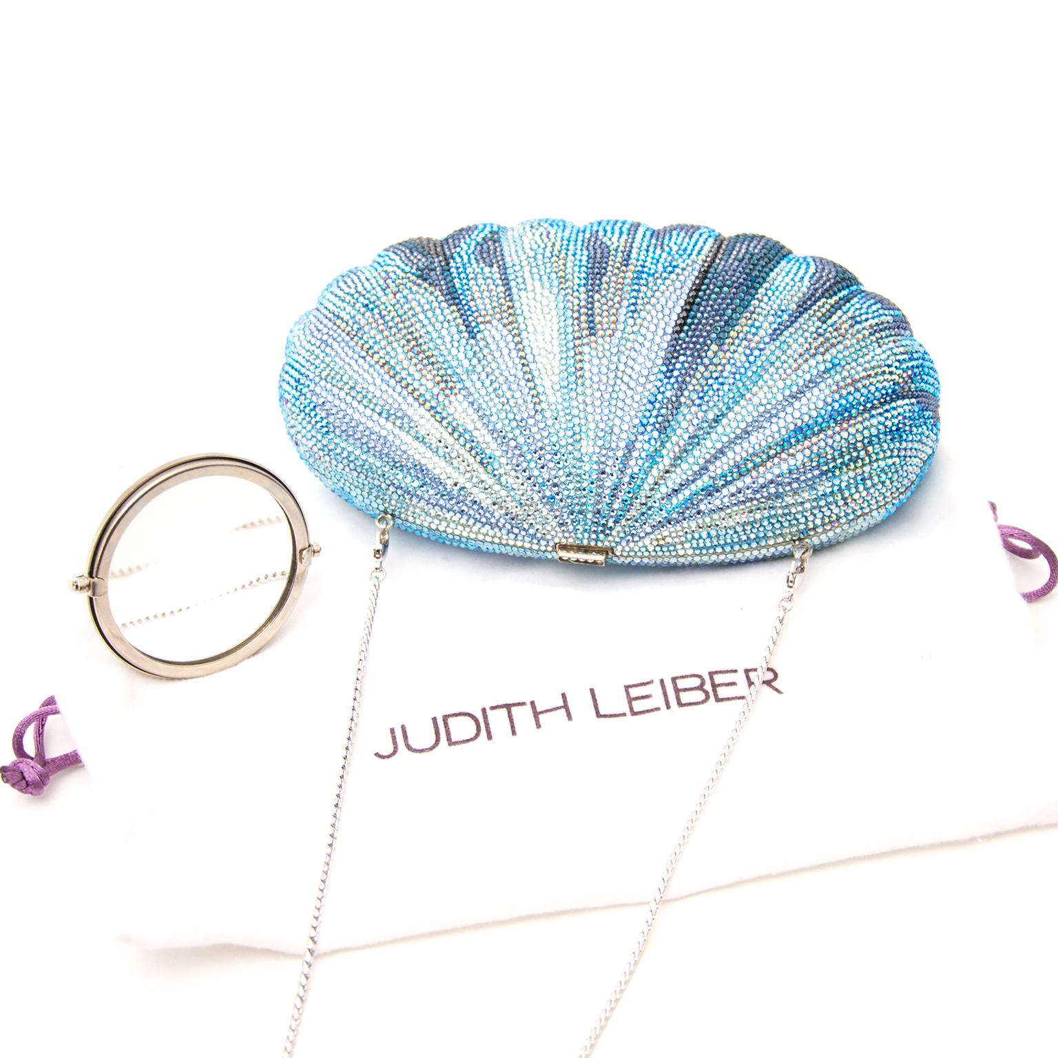 Acheter Judith Lieber Blue Shell Clutch en ligne