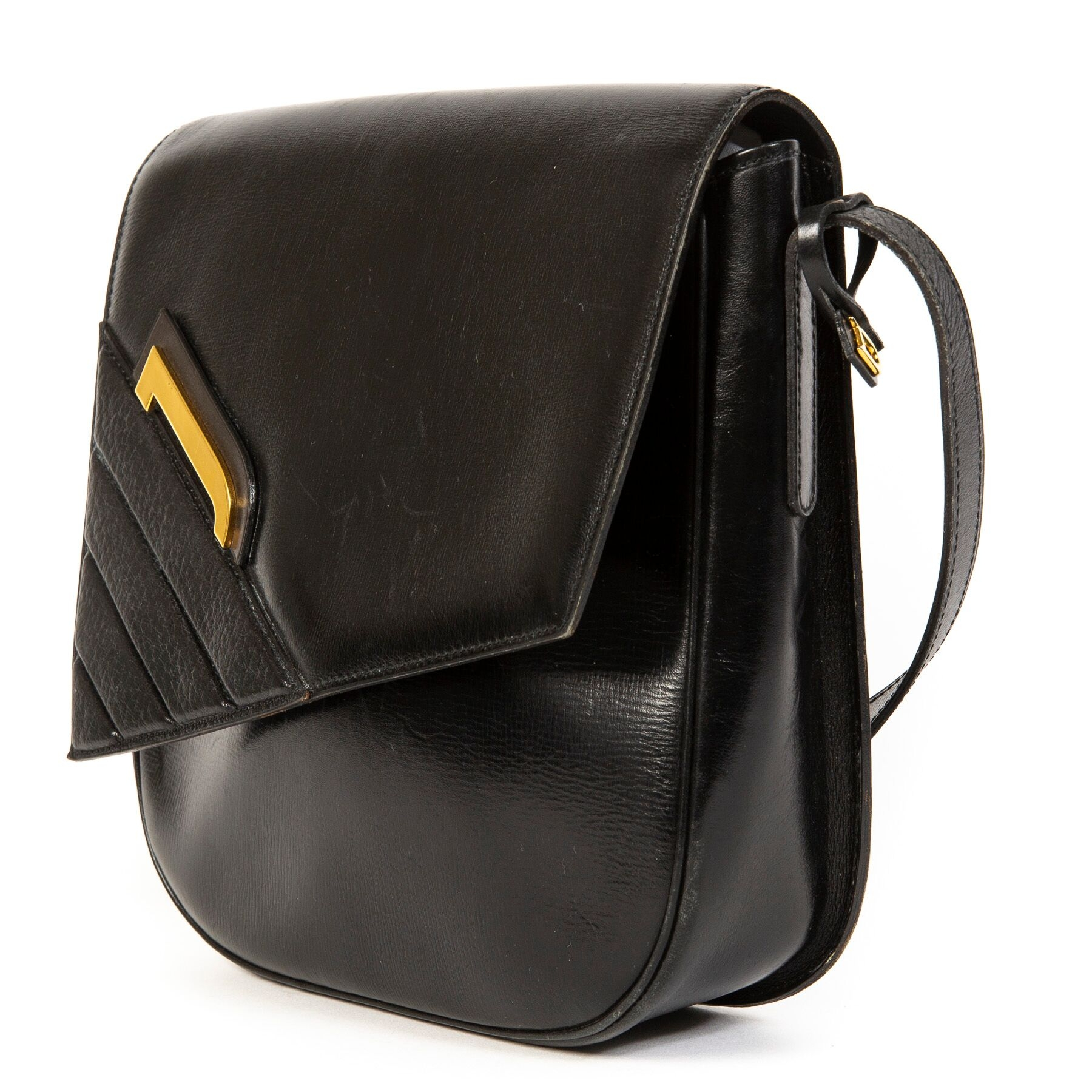 Buy secondhand Delvaux handbags at Labellov.