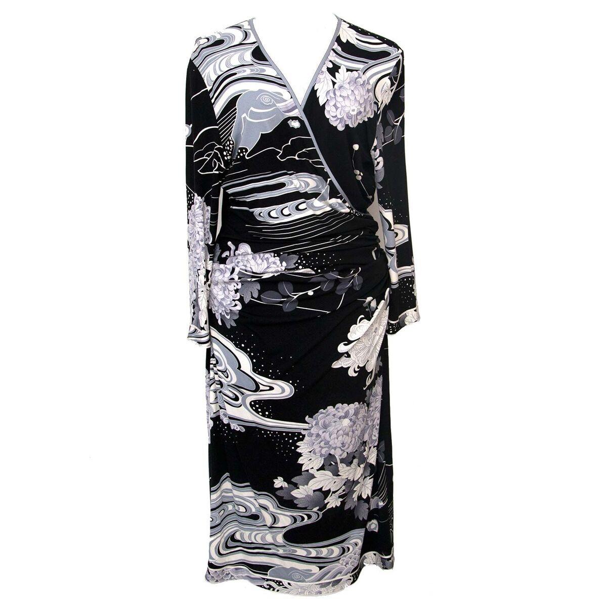 Koop authentieke tweedehands Leonard zwart witte jurken aan een eerlijke prijs bij LabelLOV. Veilig online shoppen.