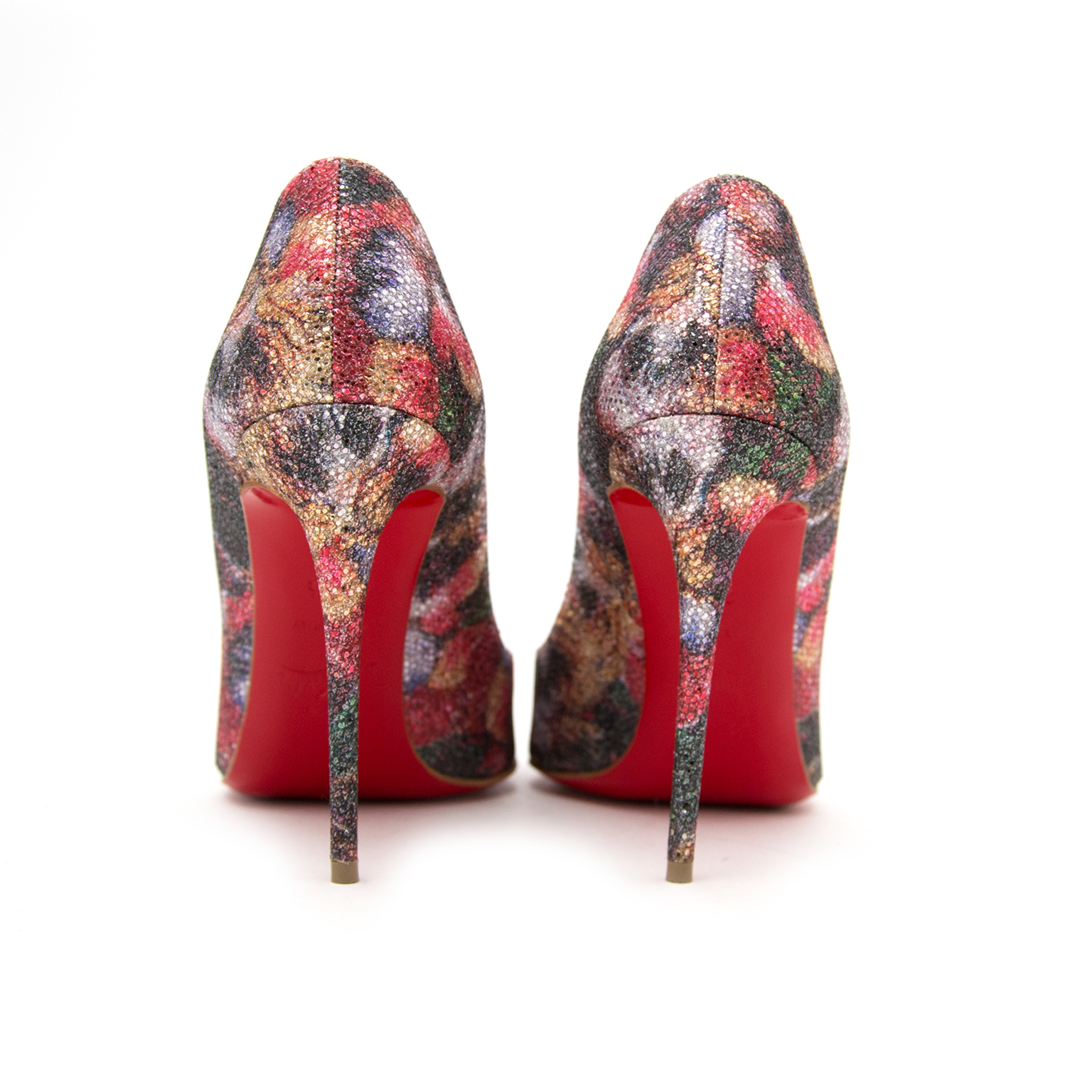 Louboutin in Antwerp for the best price at Labellov online store