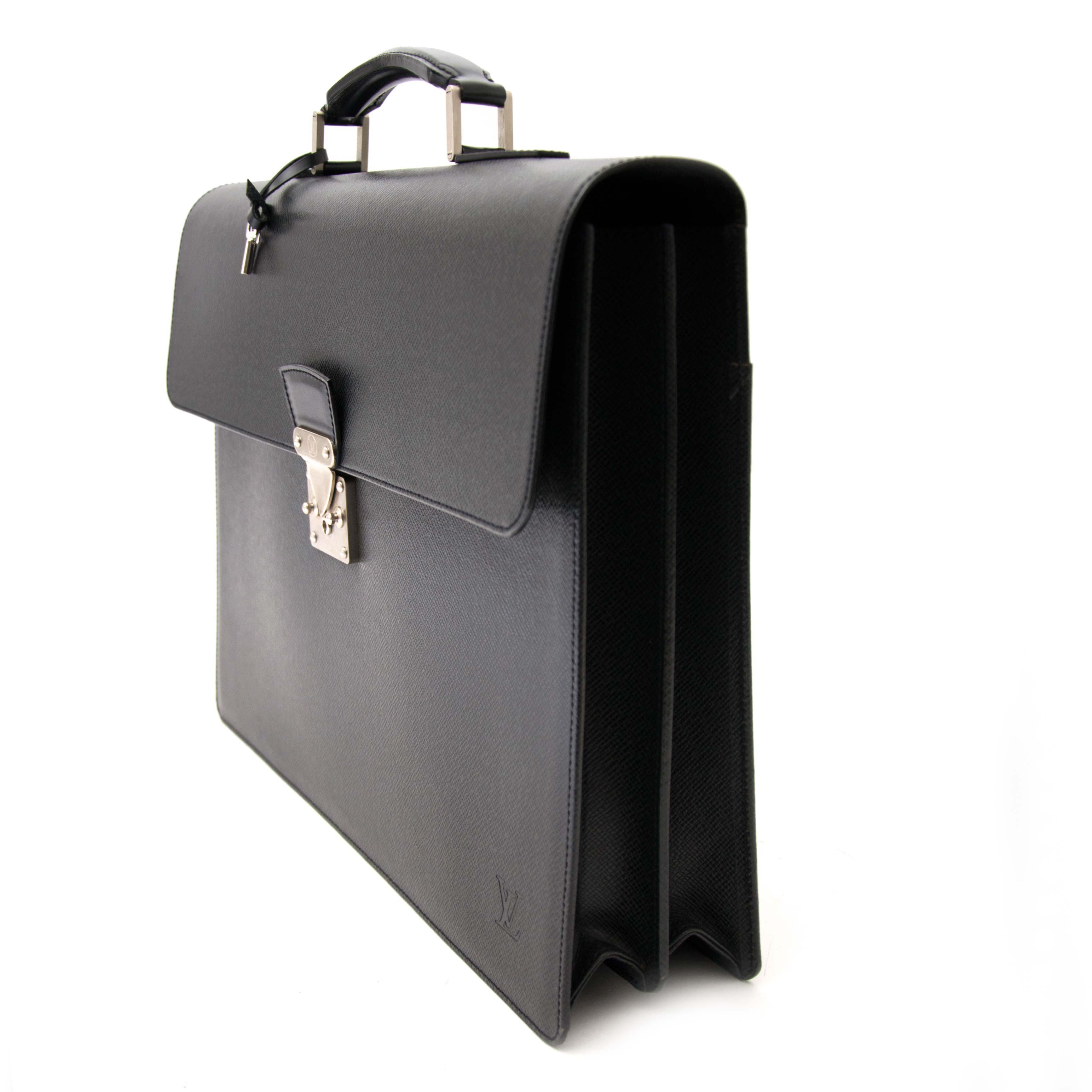 Koop en verkoop uw authentieke Louis Vuitton Briefcase Associé Taïga aan de beste prijs