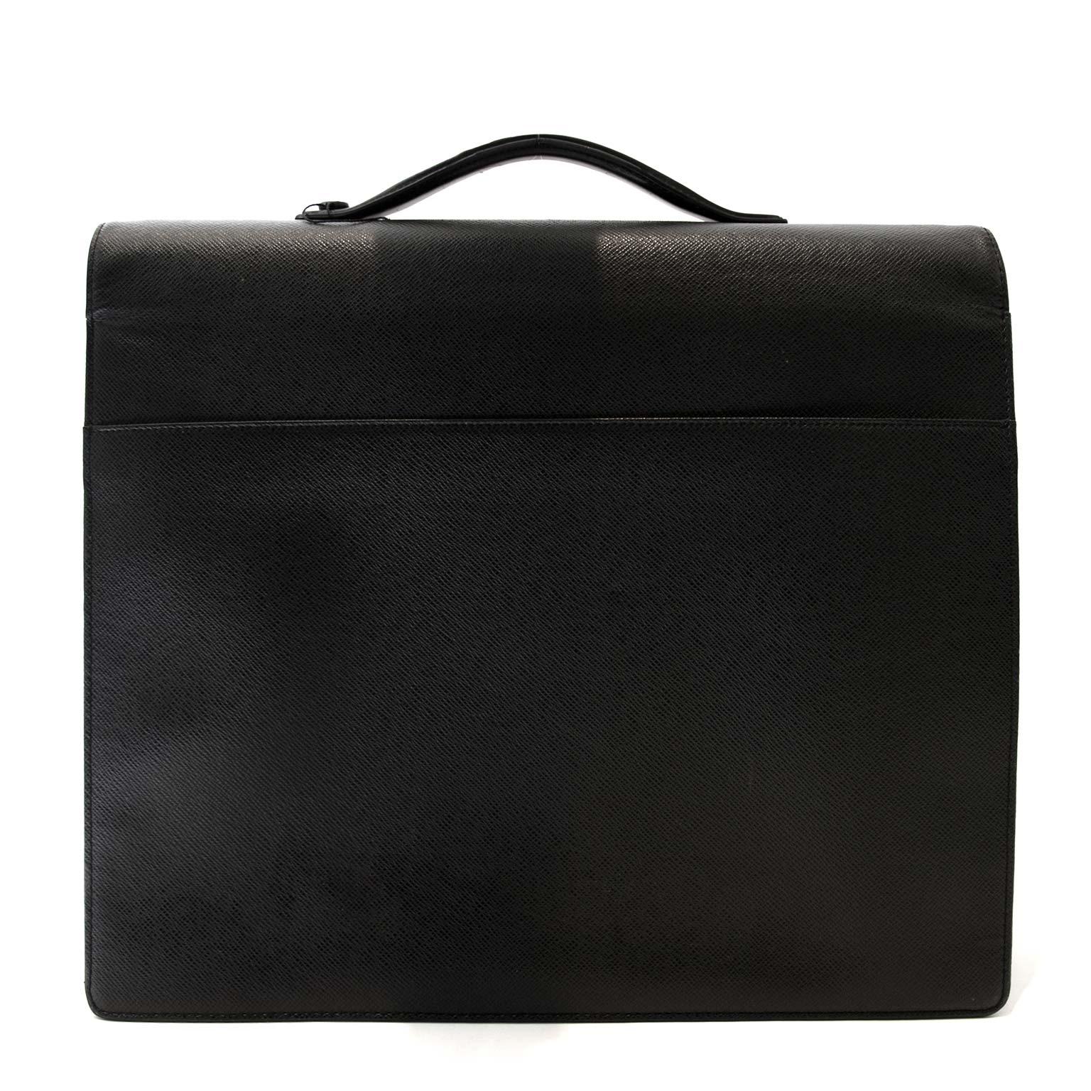 koop veilig een Louis Vuitton Taiga Khazan Briefcase tegen een goede prijs bij Labelliov in Antwerpen