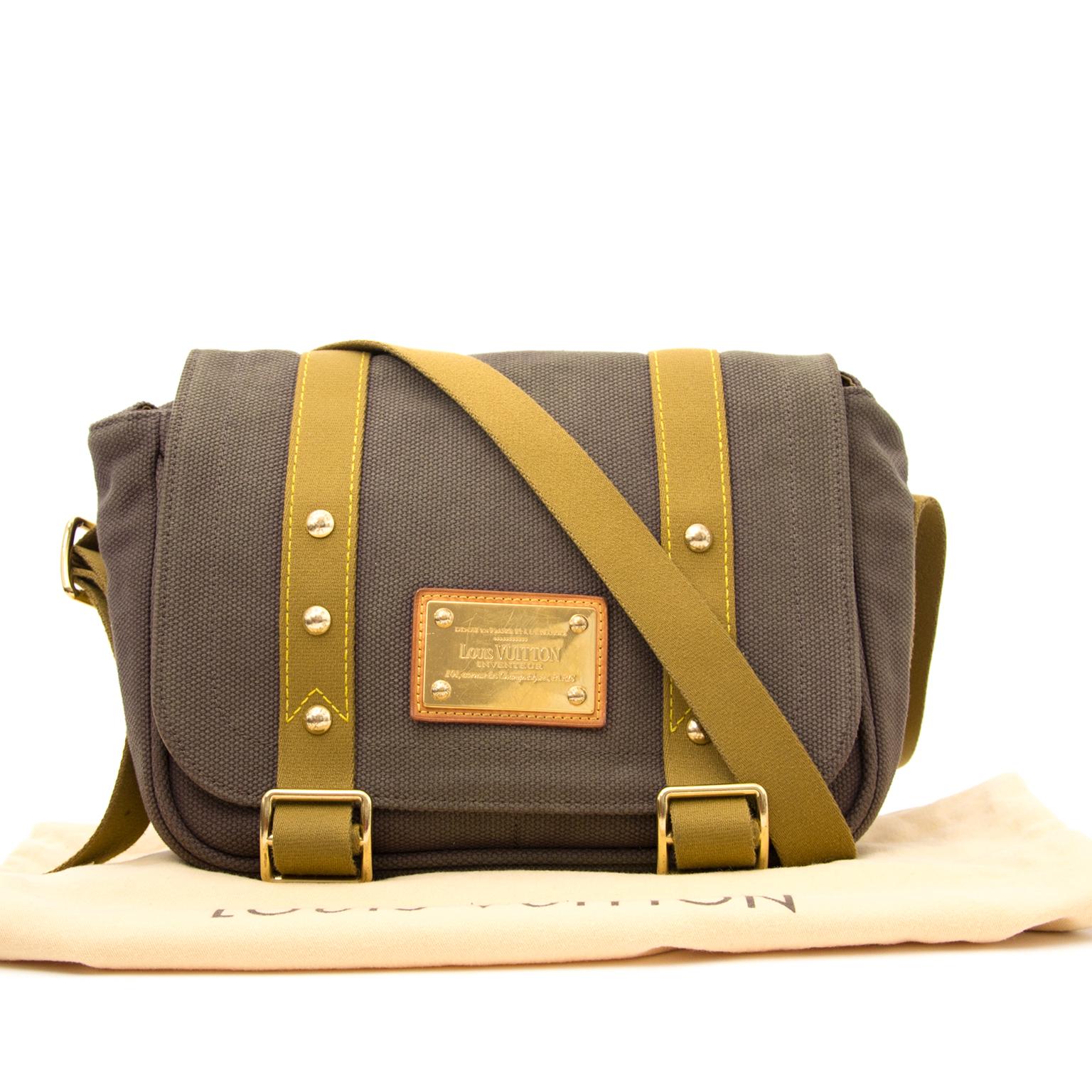 Louis Vuitton Canvas Khaki sac a epole en ligne chez labellov.com pour le meilleur prix