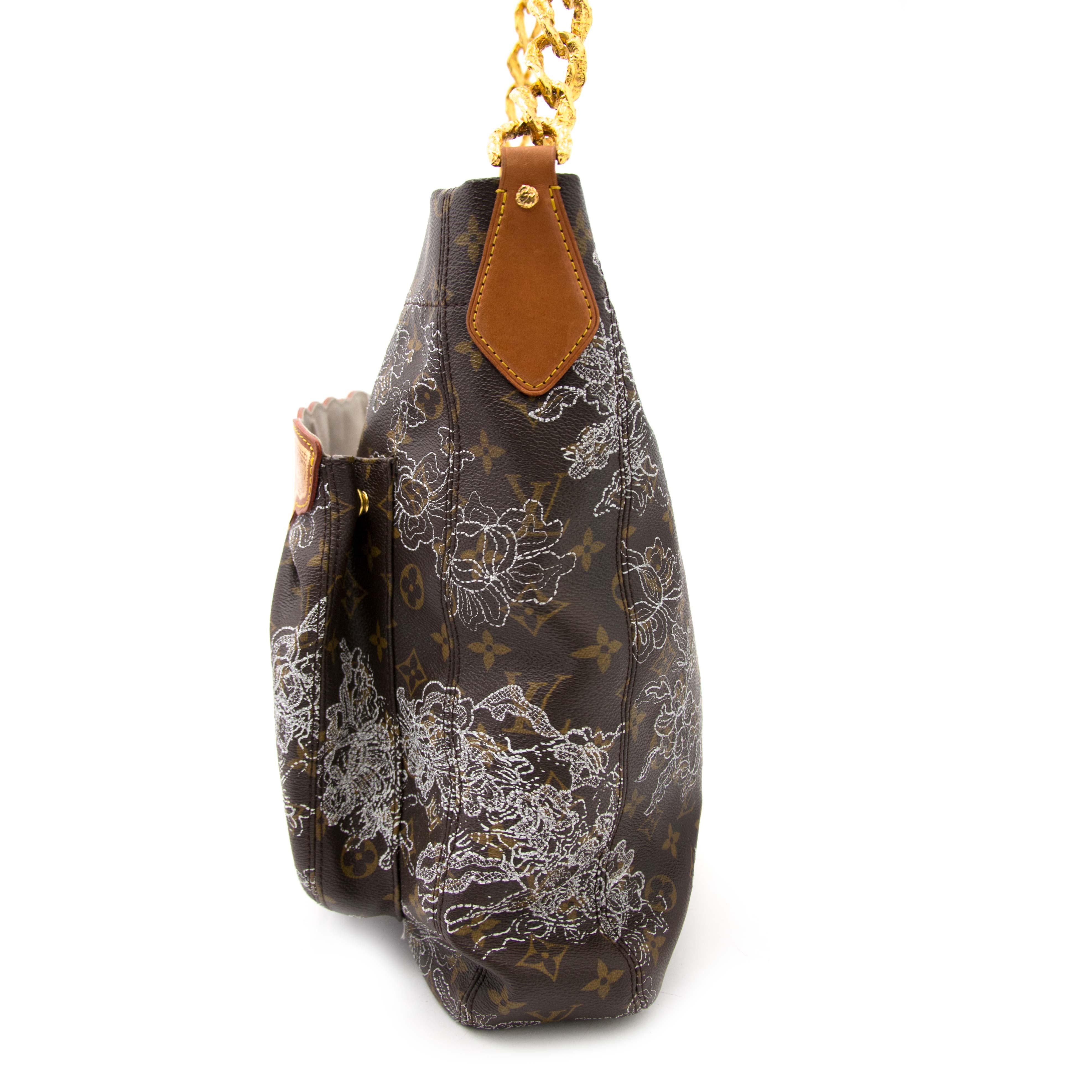 koop online aan de beste prijs tweedehands Louis Vuitton Limited Dentelle Fersen Bag