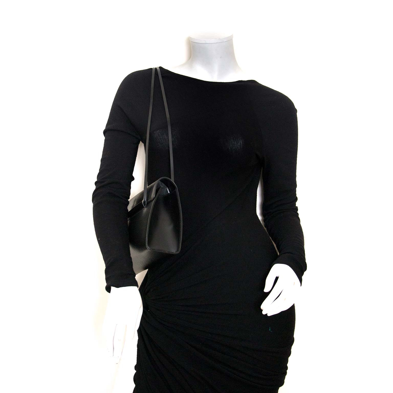 bent u op zoek naar een authentieke Louis Vuitton Epi Dinard Black Shoulder Bag?