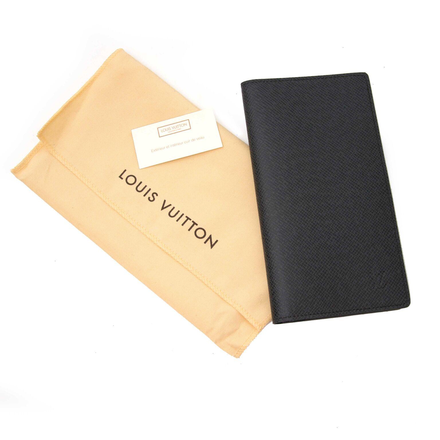 Kop nu een grijze louis vuitton portemonnee op labellov.com