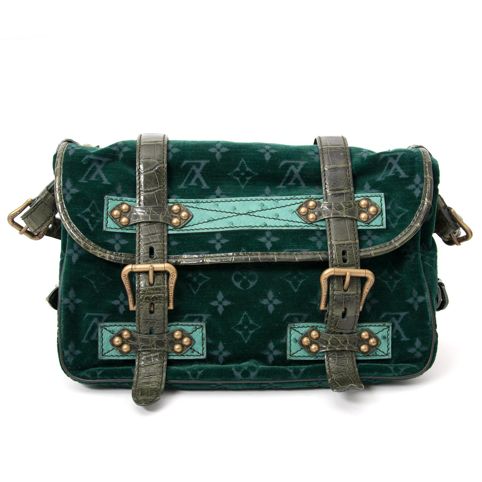 acheter enligne pour le meilleur prix Louis Vuitton Limited Edition Green Monogram Velour Clyde Mon Bag
