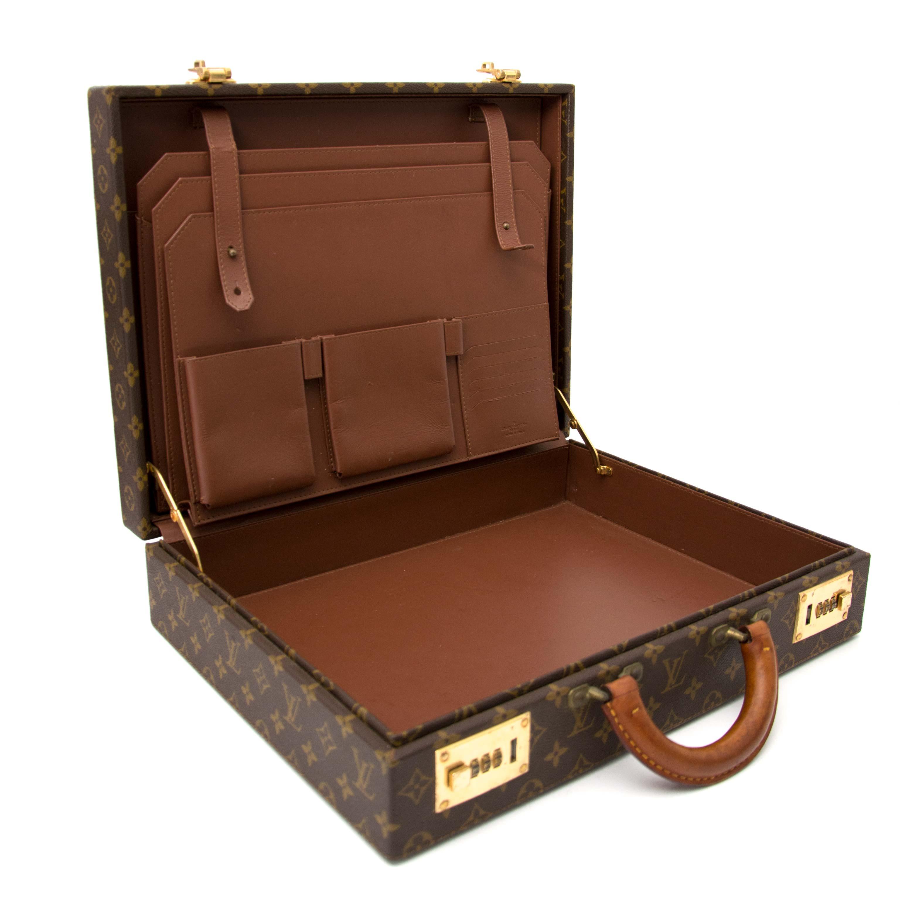 bb0ba52491a59 Koop en verkoop uw authentieke Are you looking for an authentic Louis  Vuitton Monogram Briefcase
