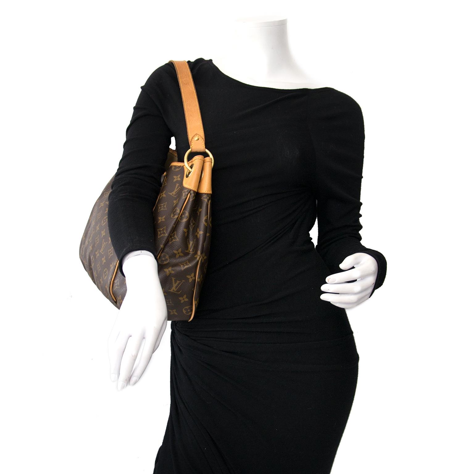 Koop en verkoop uw authentieke designer handtassen bij Labellov