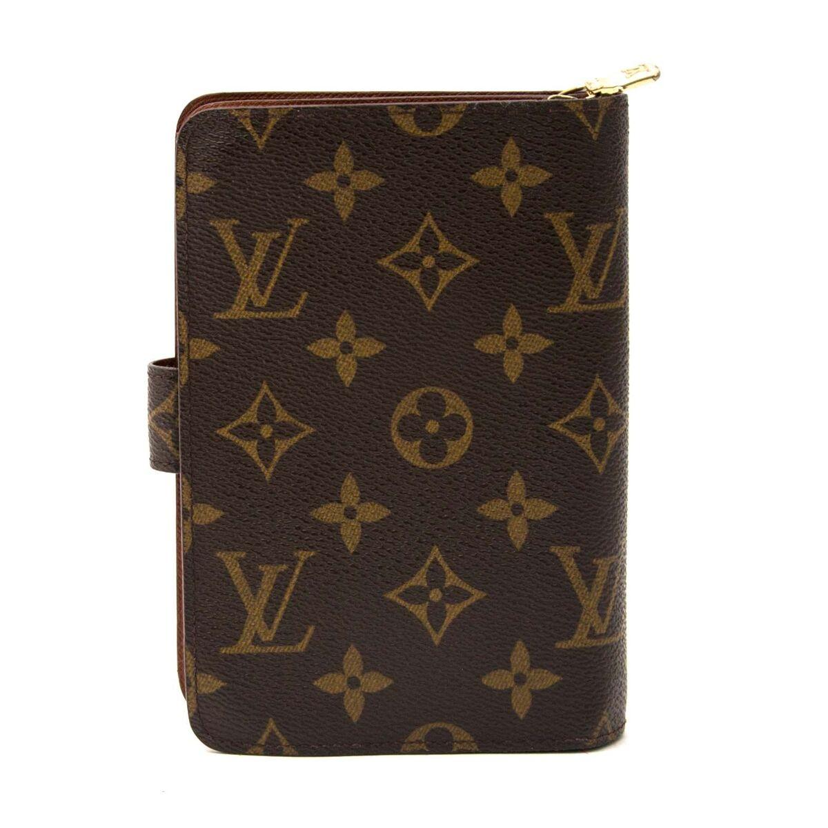 Koop authentieke tweedehands Louis Vuitton portefeuille in monogram aan een eerlijke prijs bij LabelLOV. Veilig online shoppen.