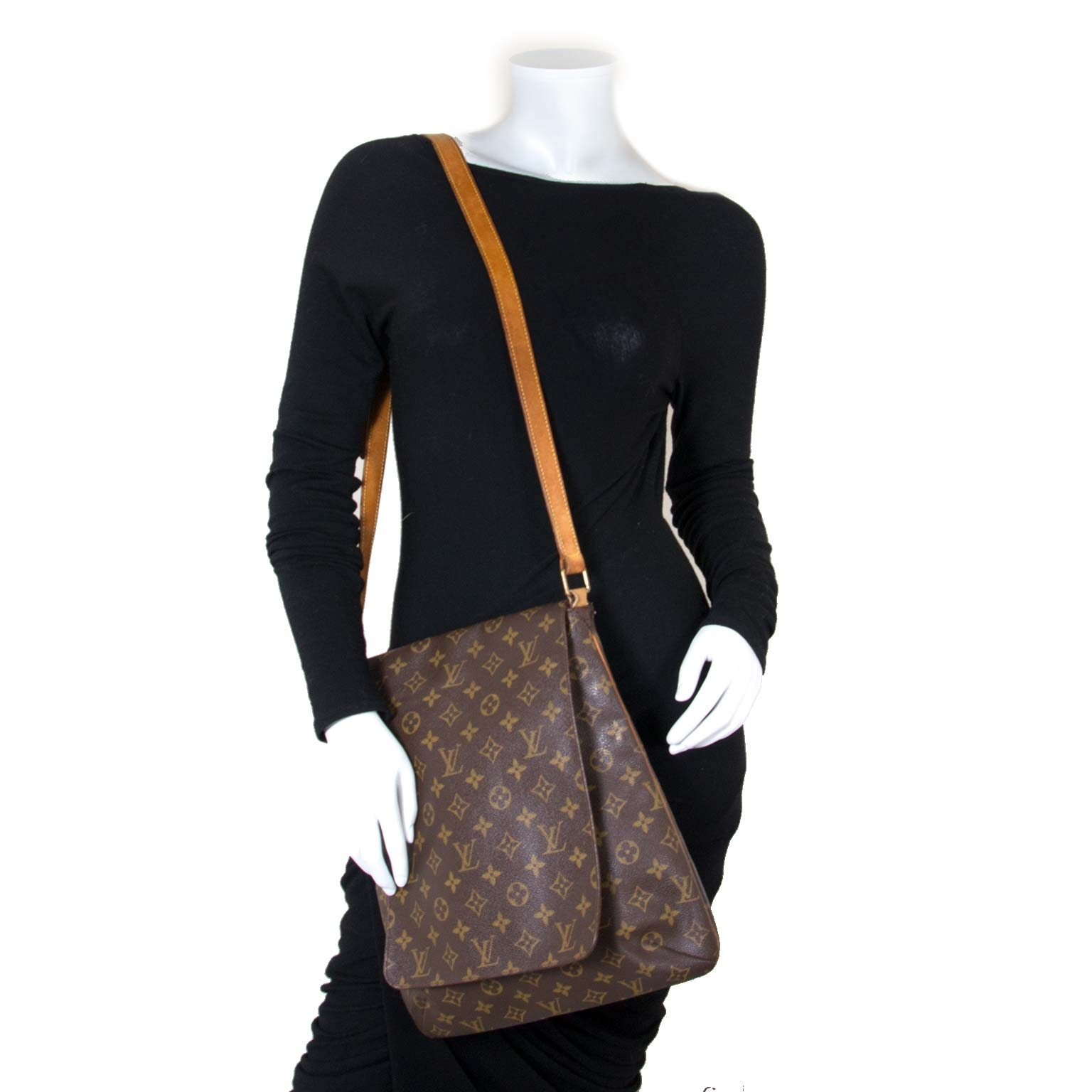 Louis Vuitton Musette Salsa Bag now for sale at labellov vintage fashion webshop belgium