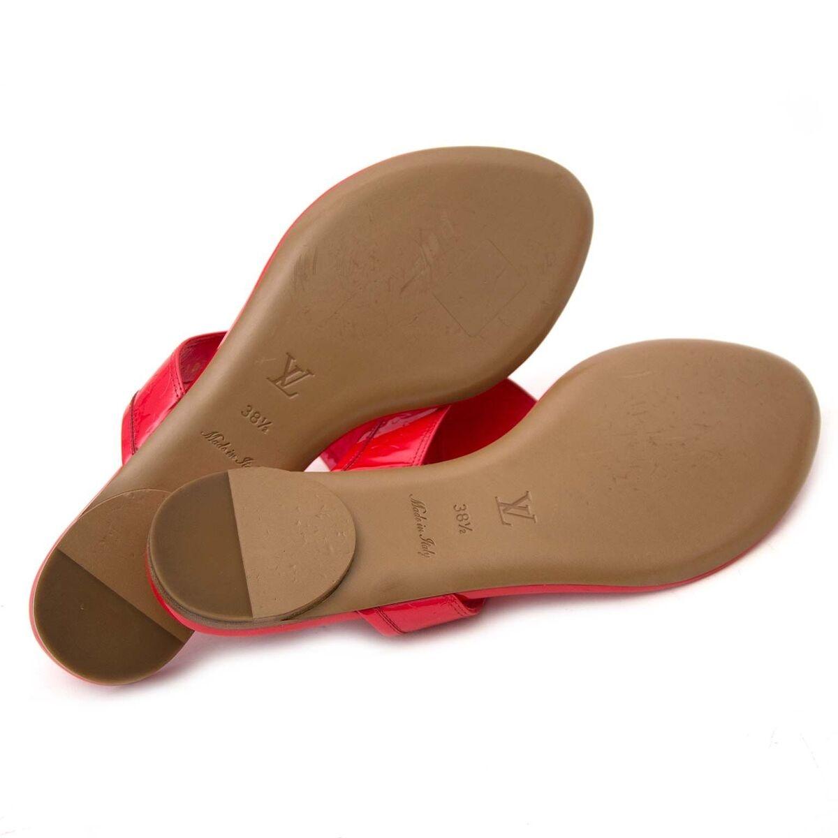 Koop authentieke tweedehands Louis Vuitton slippers aan een eerlijke prijs bij LabelLOV. Veilig online shoppen.