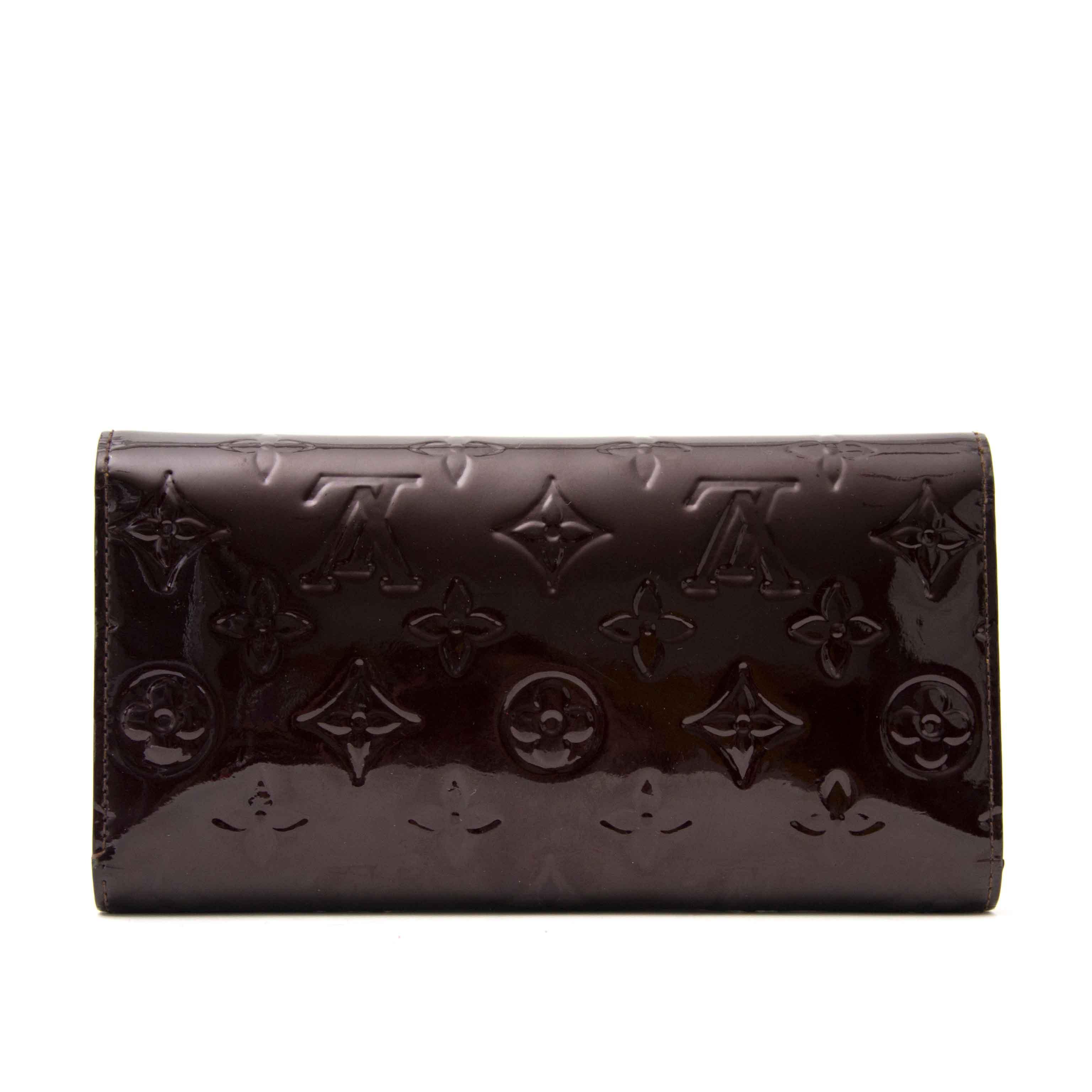 Acheter en ligne chez Labellov.com Louis Vuitton Amarente Patent Sarah Wallet