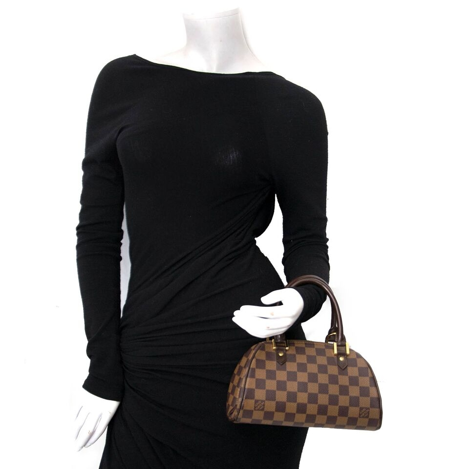 Buy your authentic Louis Vuitton handbag at the right price at Labellov, vintage webshop. Safe and secure shopping.