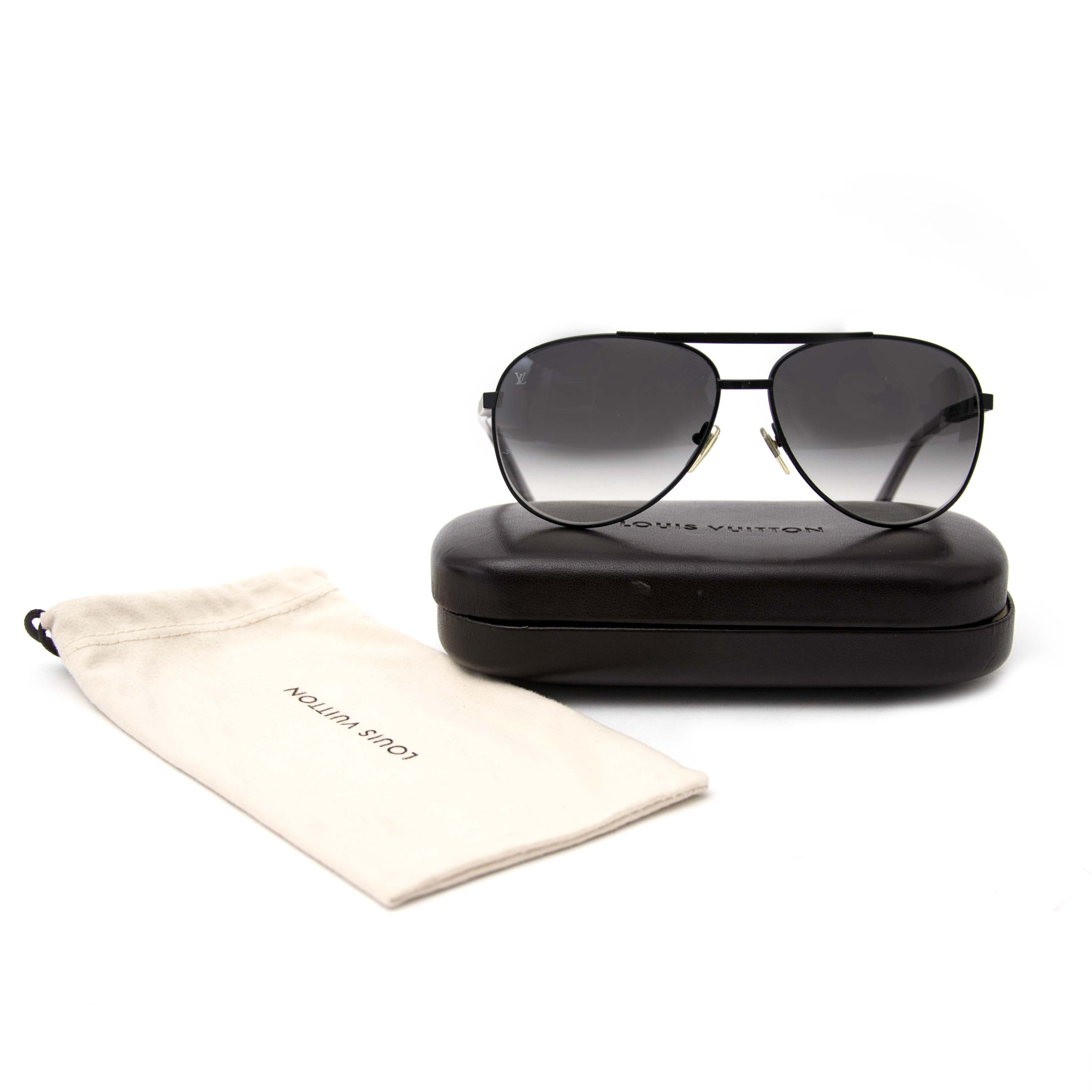 Louis Vuitton Sunglasses Attitude Pilote for sale online at Labellov.