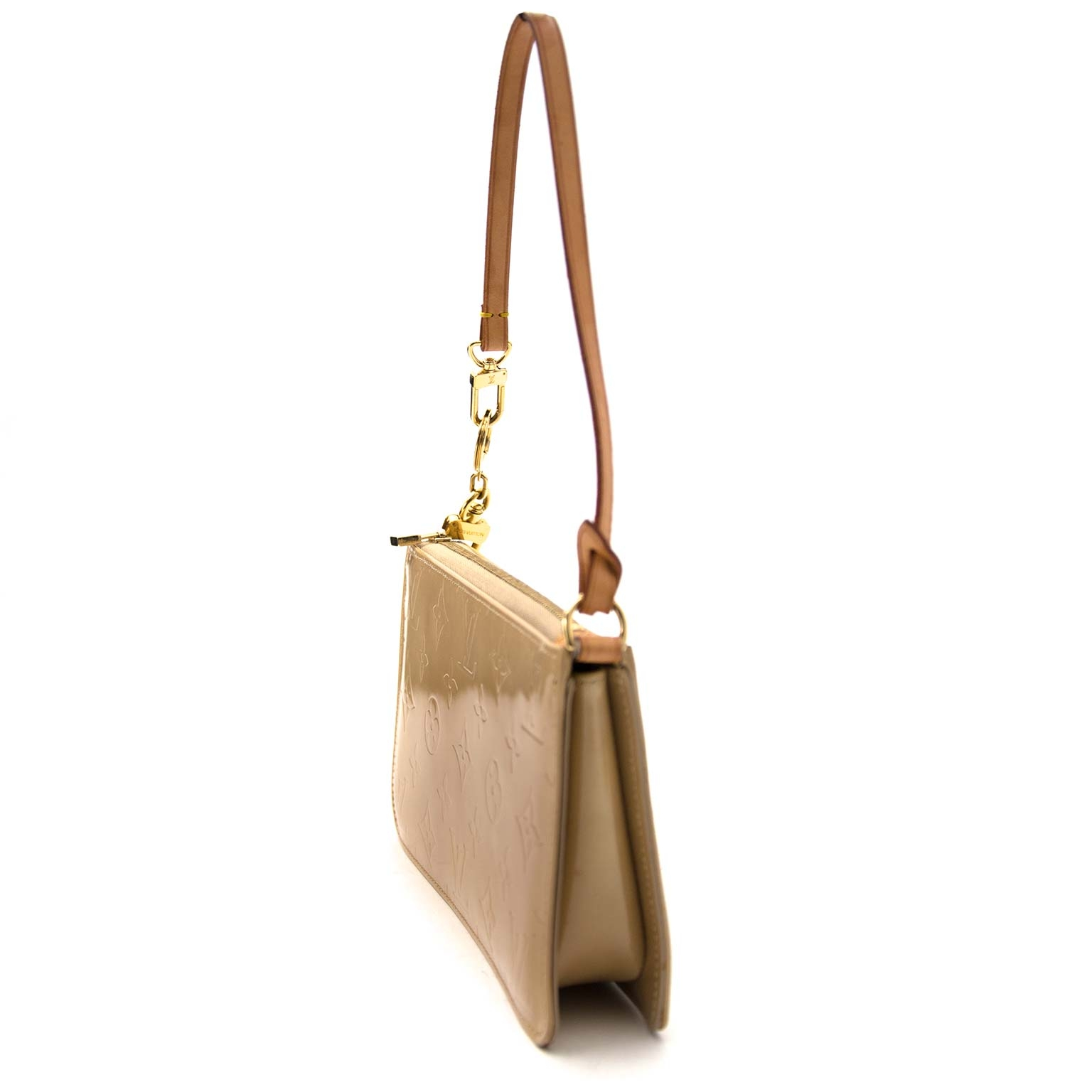 Louis Vuitton Beige Vernis Lexington Pochette Buy authentic secondhand Louis Vuitton bags at the right price at Labellov vintage designer webshop. Safe and secure online shopping. Koop authentieke tweedehands Louis Vuitton tassen bij LabelLOV webwinkel