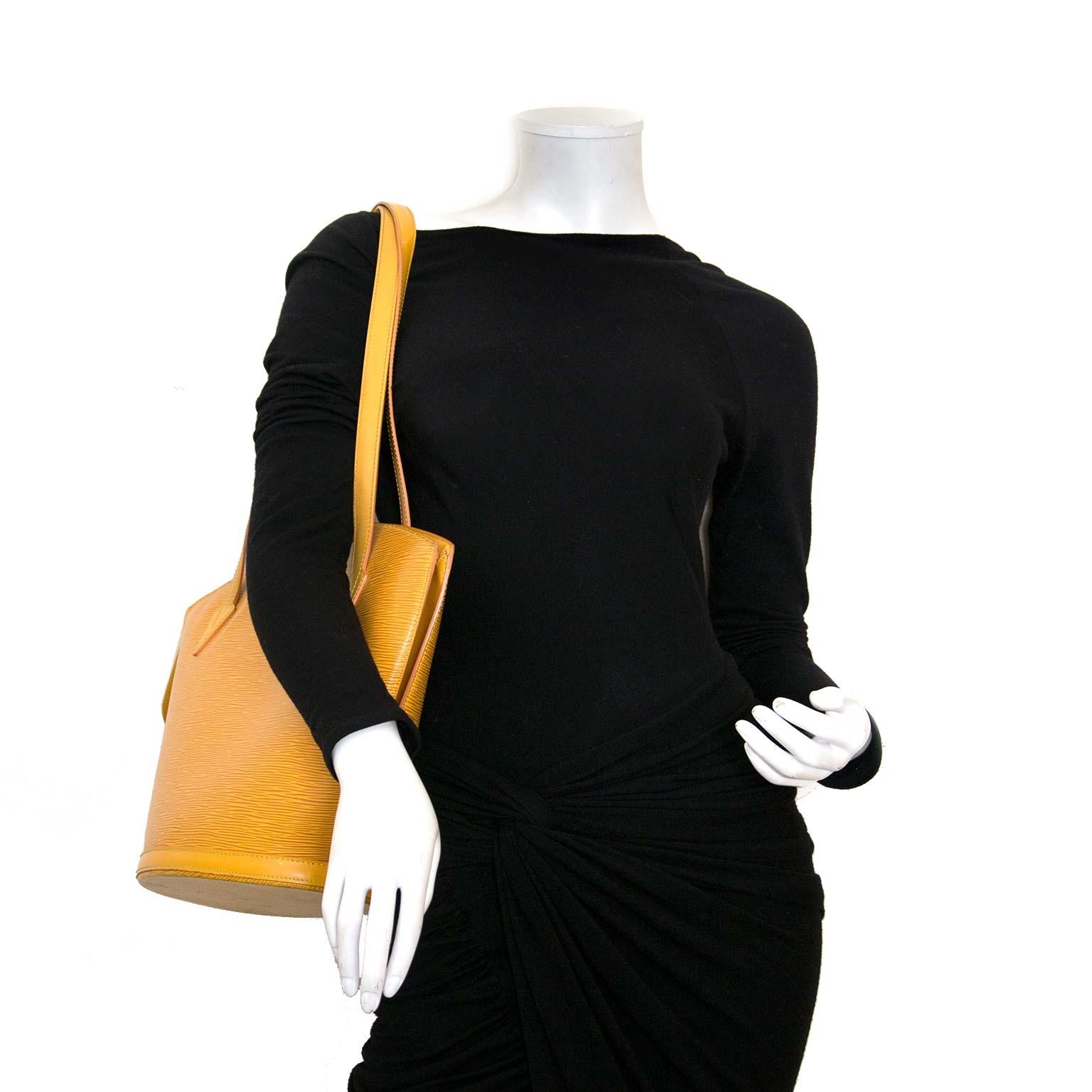 koop en verkoop 100% authentieke designer tassen zoals Louis Vuitton Yellow Epi Leather Saint Jacques Shoulder Bag