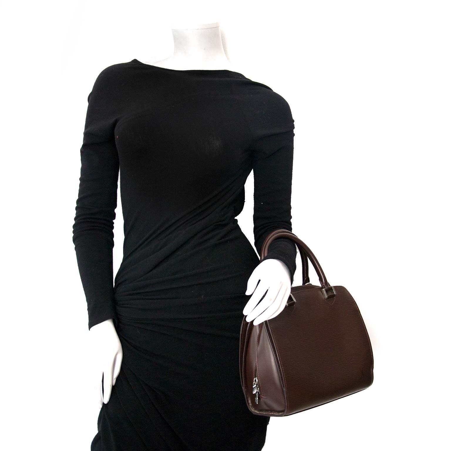 Koop uw tweedehands authentieke louis vuitton handtas tegen goede prijs bij labellov in Antwerpen.