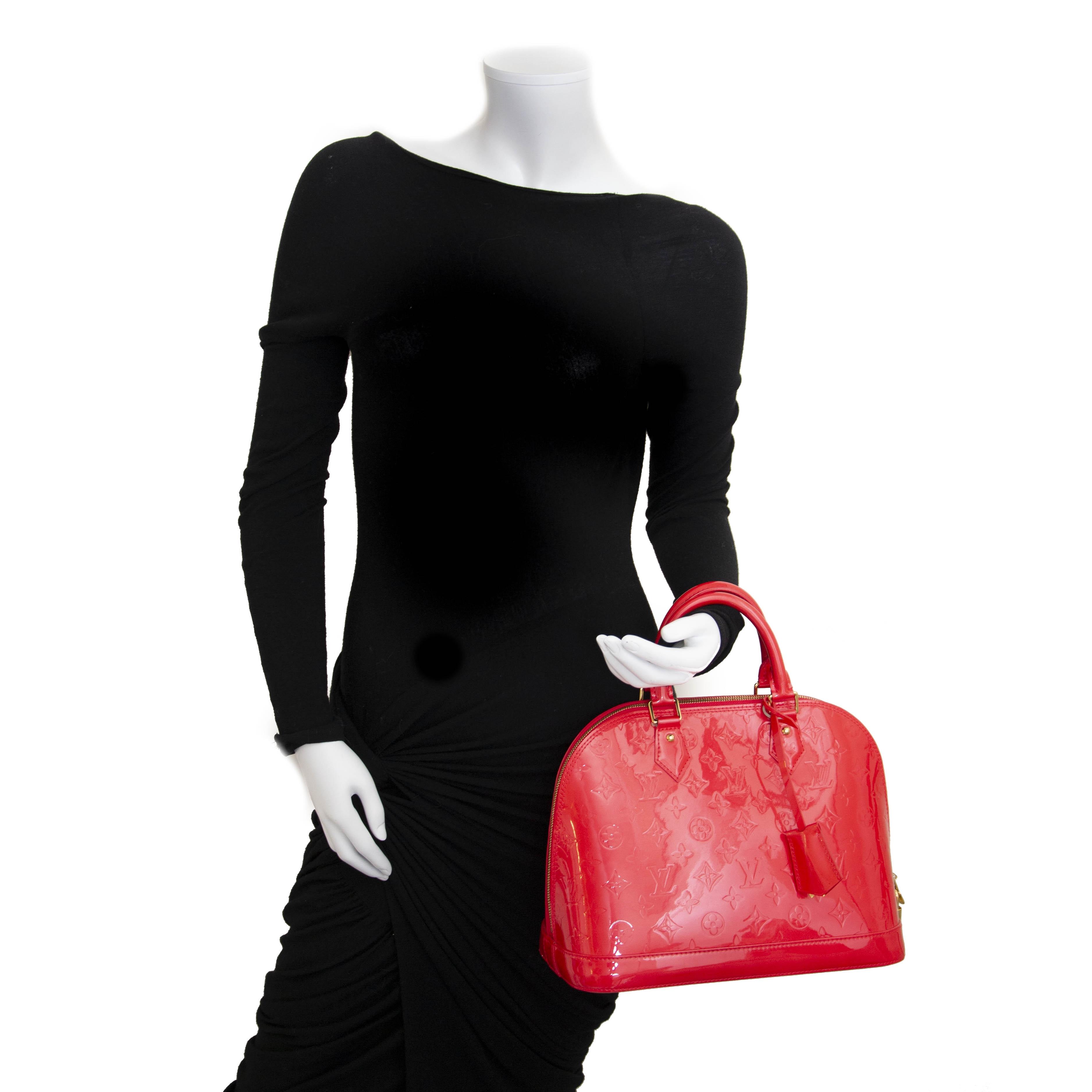 Louis Vuitton Alma PM Vernis Grenadin For the best price at LabelLov. Pour le meilleur prix à LabelLOV. Voor de beste prijs bij LabelLOV
