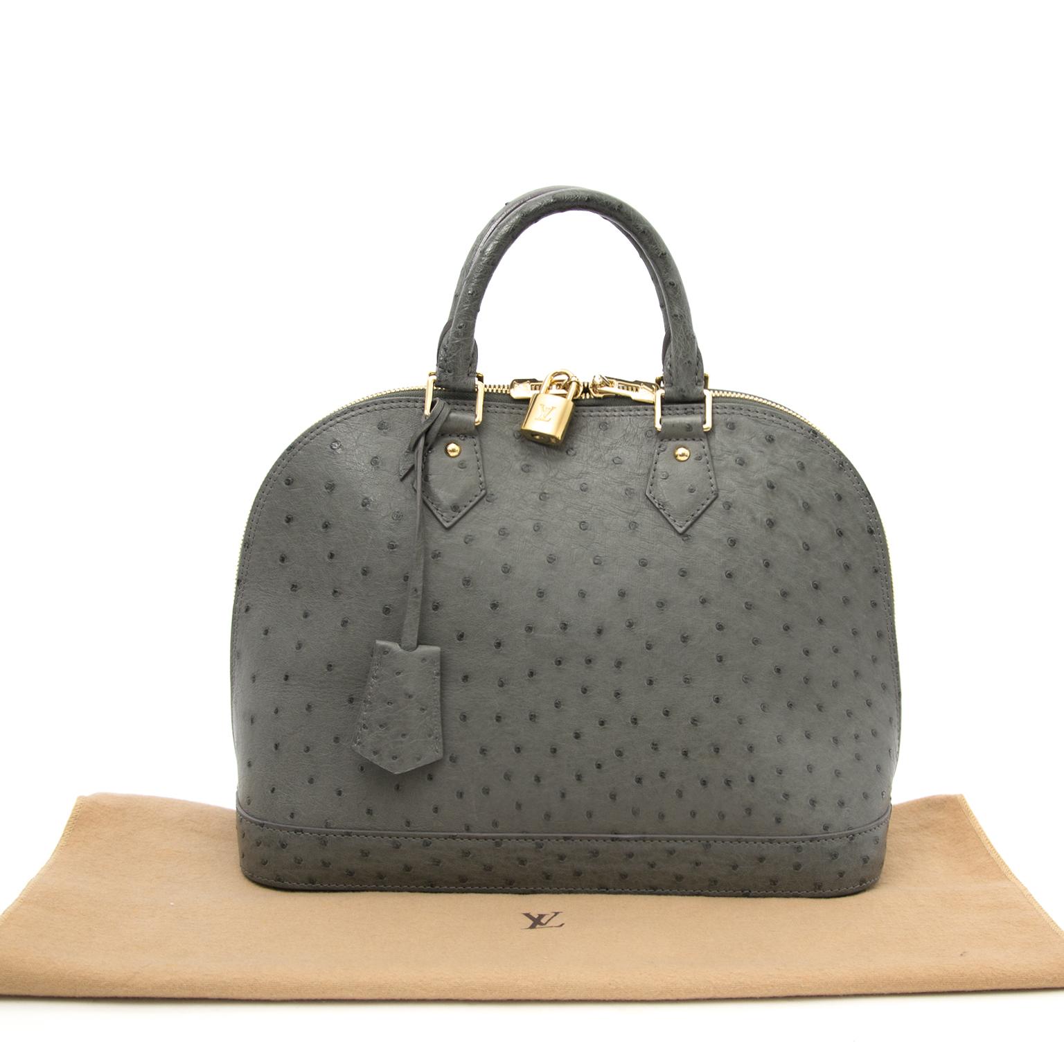 acheter en ligne pour le meilleur prix Louis Vuitton Alma PM Grey Ostrich