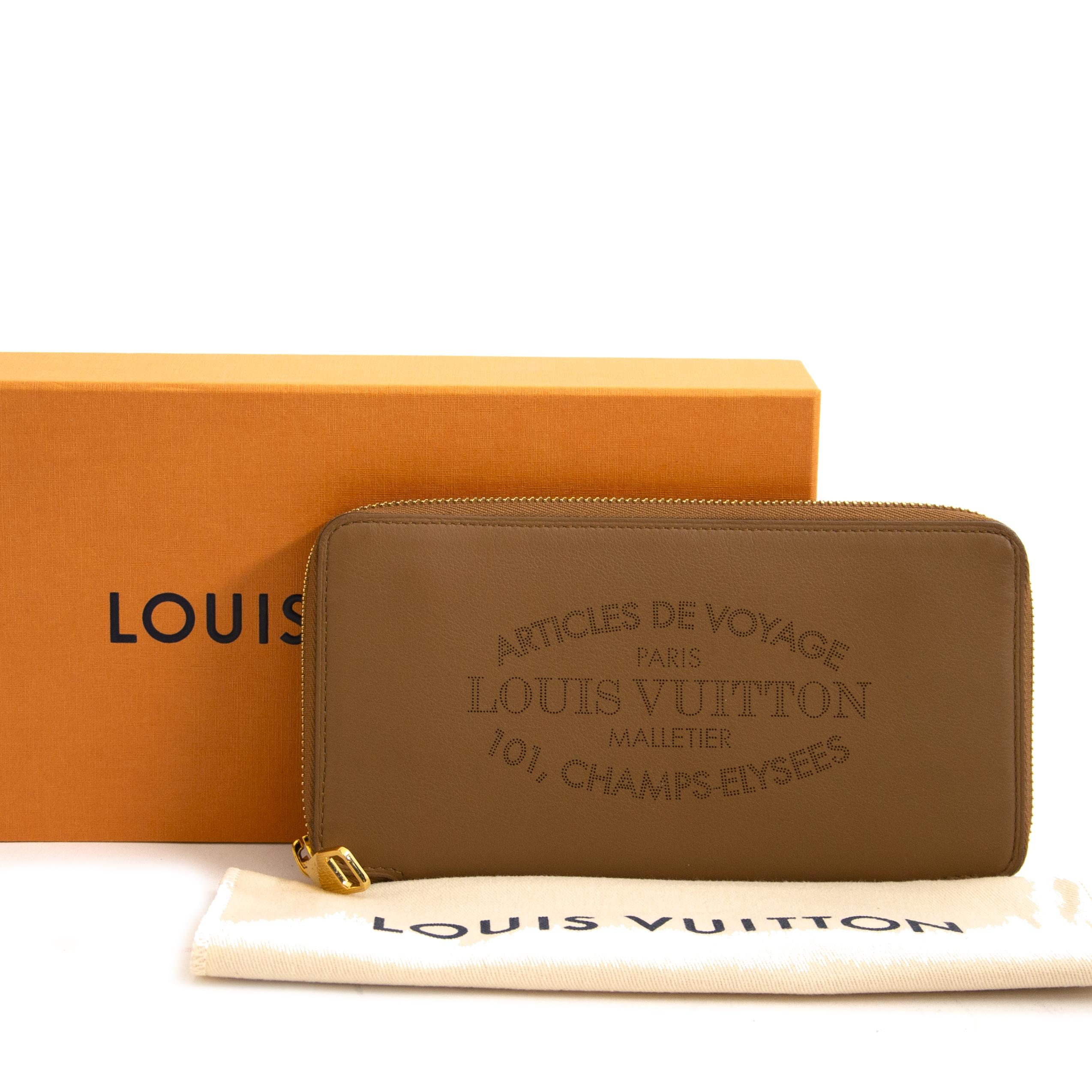 Koop en verkoop uw authentieke Louis Vuitton Veau Soie Leather Lena Wallet  aan de beste prijs