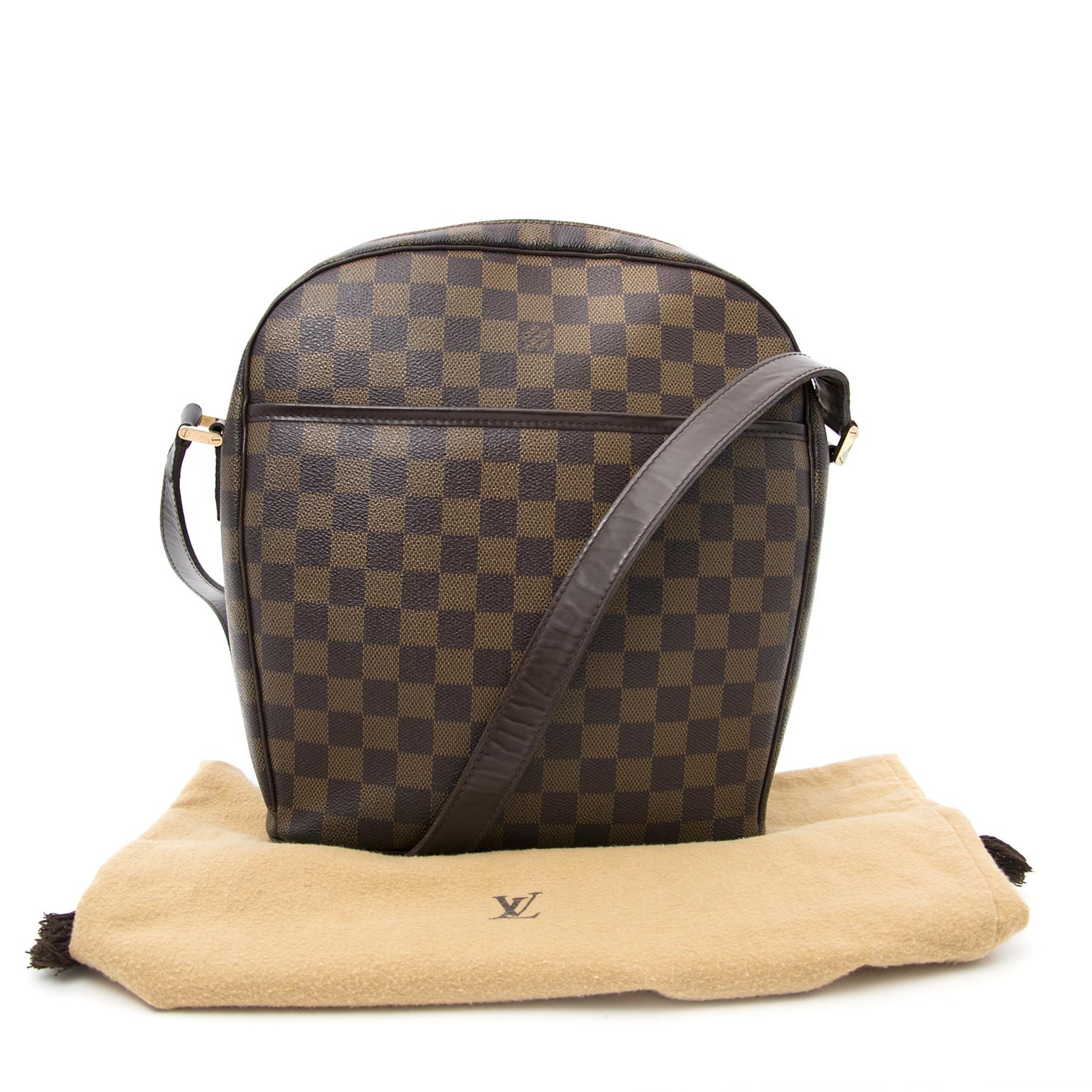 Louis Vuitton Ipanema Braune Ebene Damier Canvas Schulterhandtasche heute online auf labellov.com gegen den besten Preis.