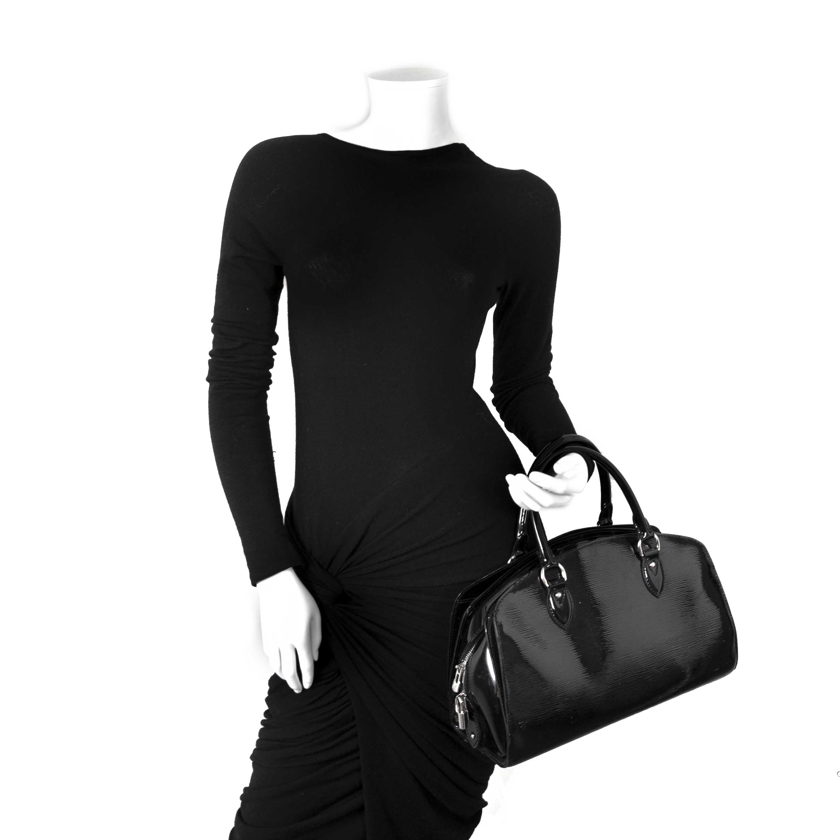 5b7d4a199b74 ... achetez Louis Vuitton Black Electric Pont Neuf PM Bag et payez secure  on ligne chez labellov