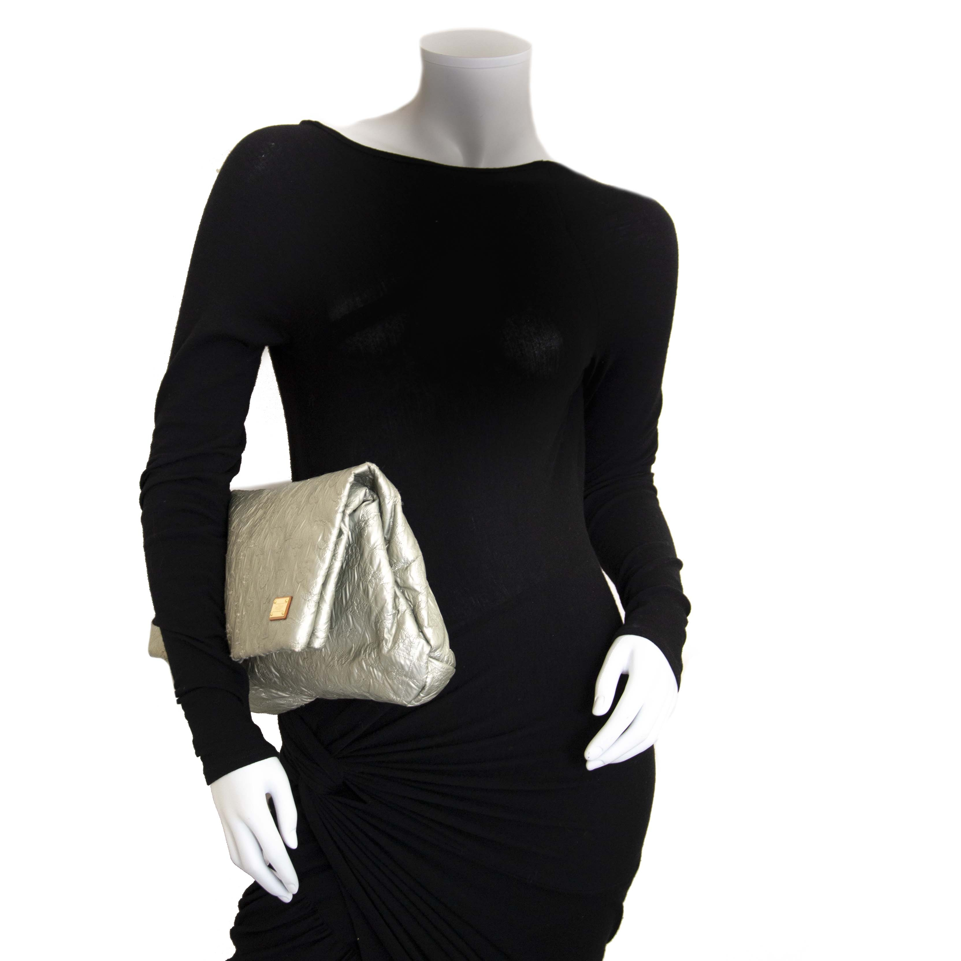 Louis Vuitton Silver Limelight Monogram Clutch kopen en verkopen aan de beste prijs bij Labellov tweedehands luxe in Antwerpen