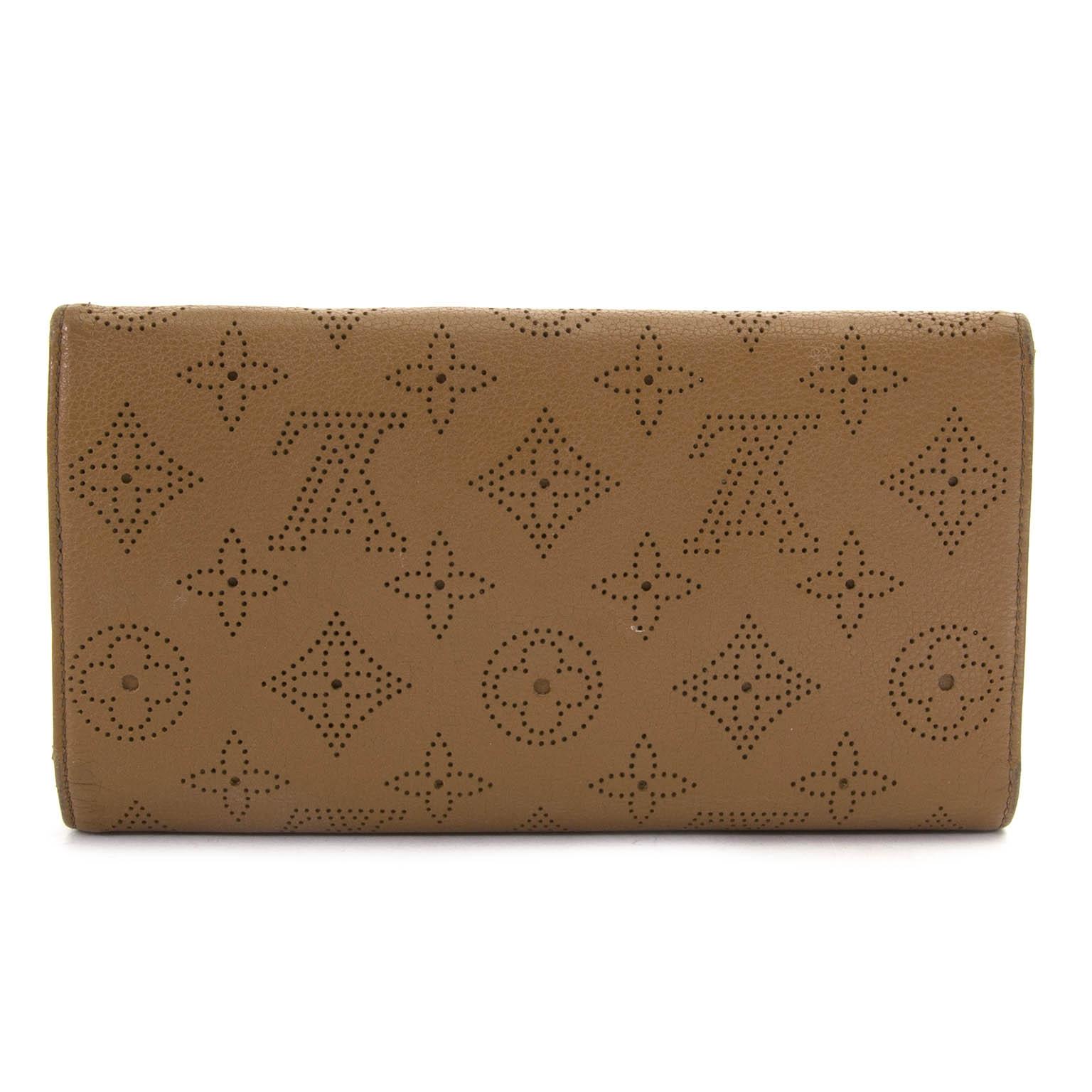064a7d2f611b ... achetez Louis Vuitton Cognac Leather Amelia Wallet chez labellov.com