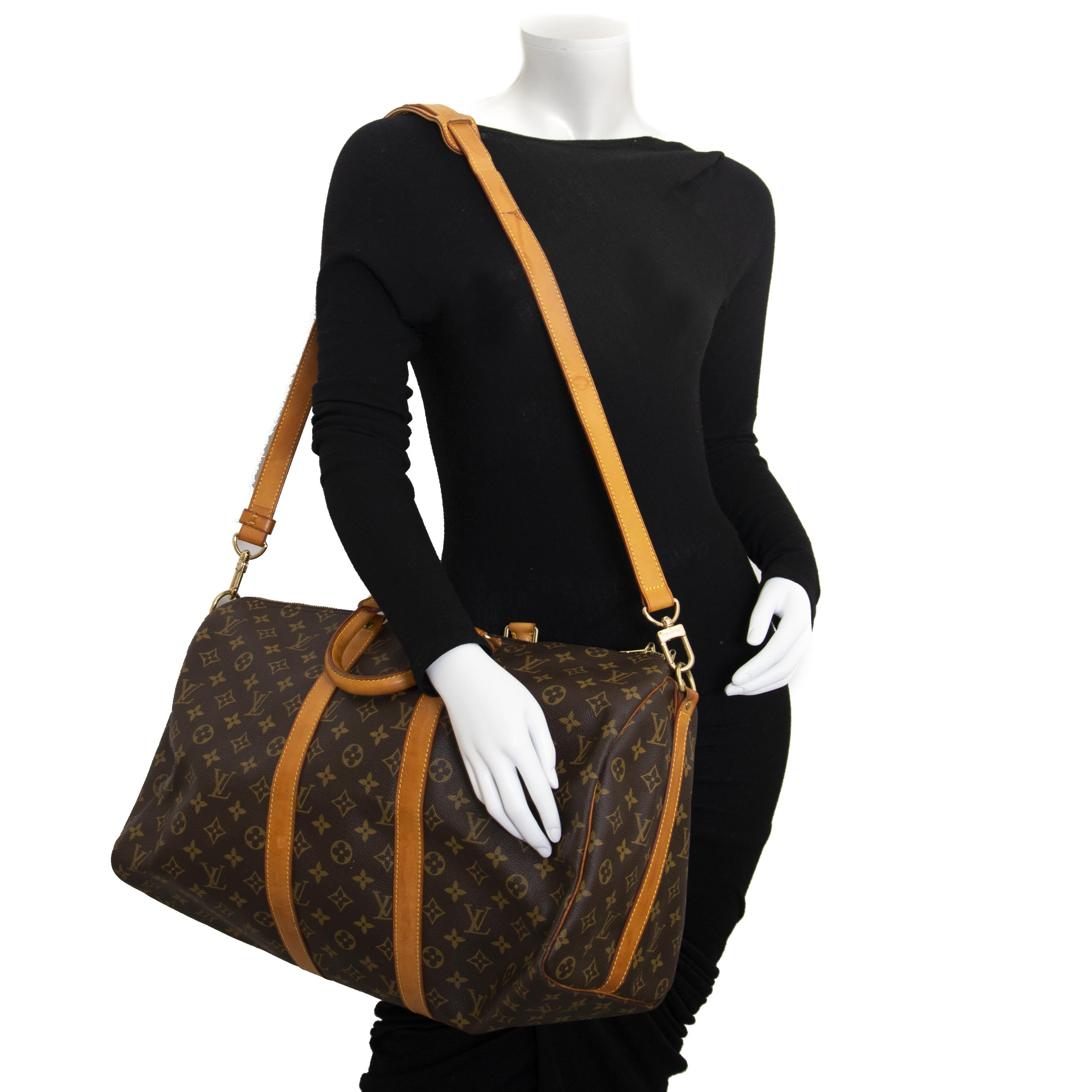f31c37e72f74 ... secondhand luxury Buy your authentic Louis Vuitton Keepall 45  Bandoulière for the best price at Labellov