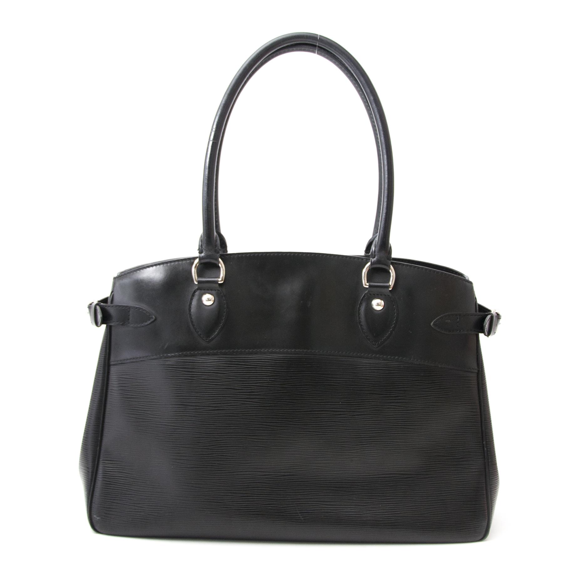 acheter en ligne comme neuf sac a main Louis Vuitton Black Epi Passy GM