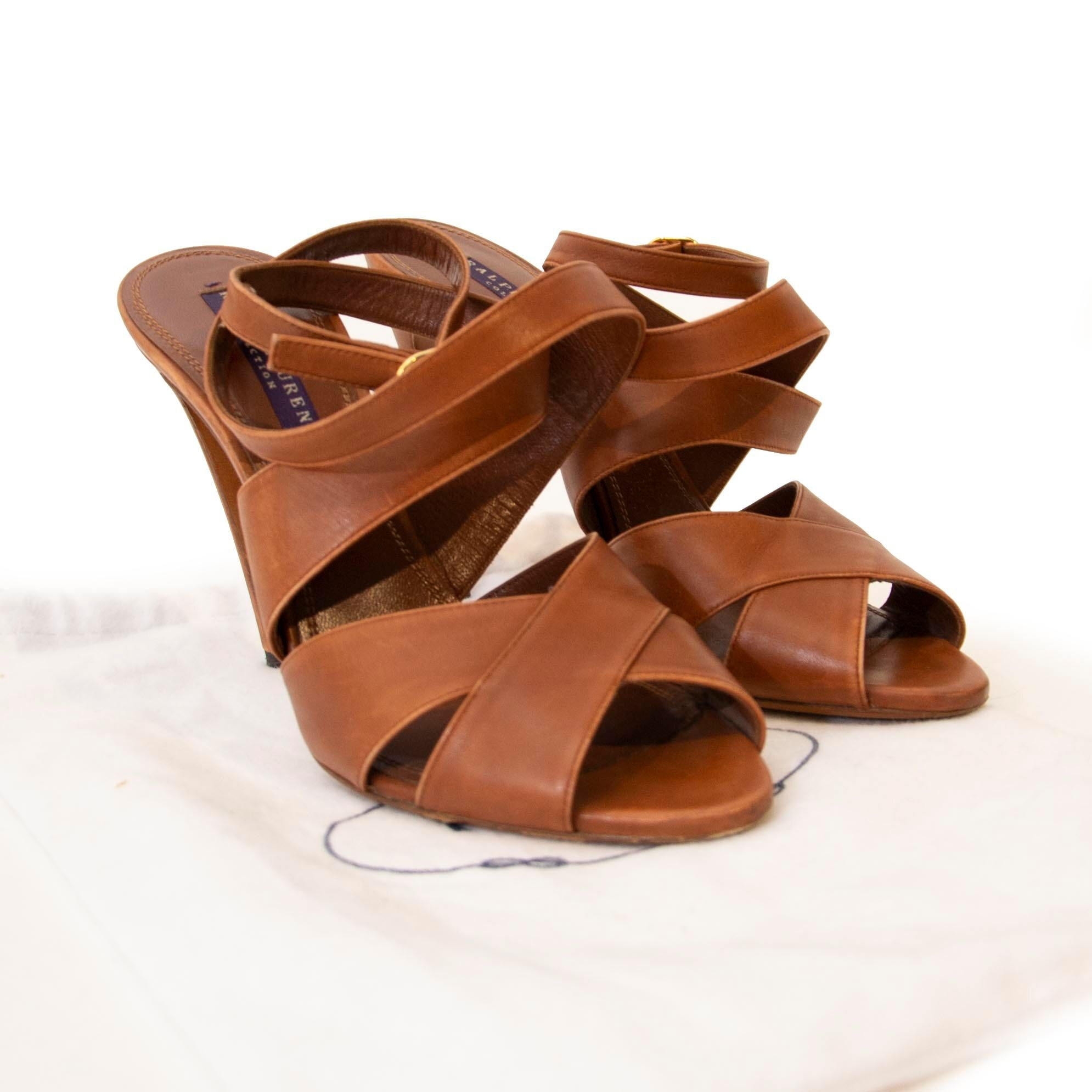 Koop authentieke tweedehands Ralph Lauren schoenen bij Labellov webshop.