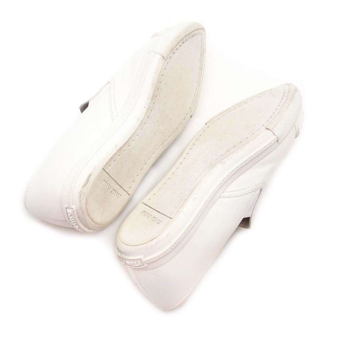 Koop authentieke tweedehands Miu Miu witte sneakers aan een eerlijke prijs bij LabelLOV. Veilig online shoppen.