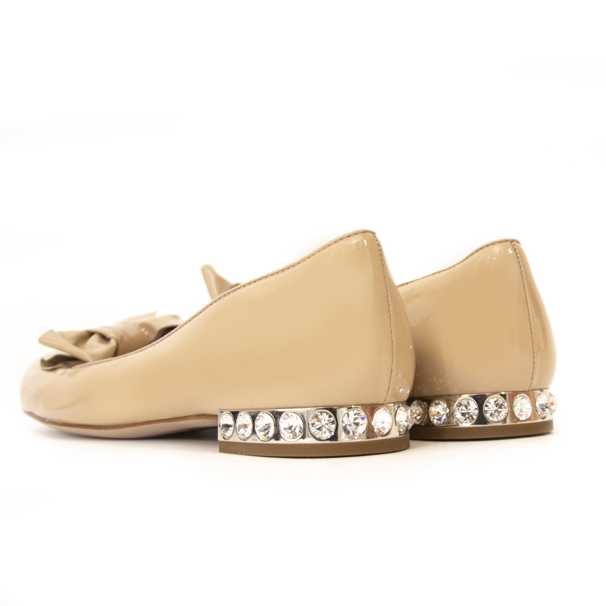 Miu Miu Beige Patent Jewel Heel Flats - Size 37 en ligne chez labellov.com pour le meileur prix