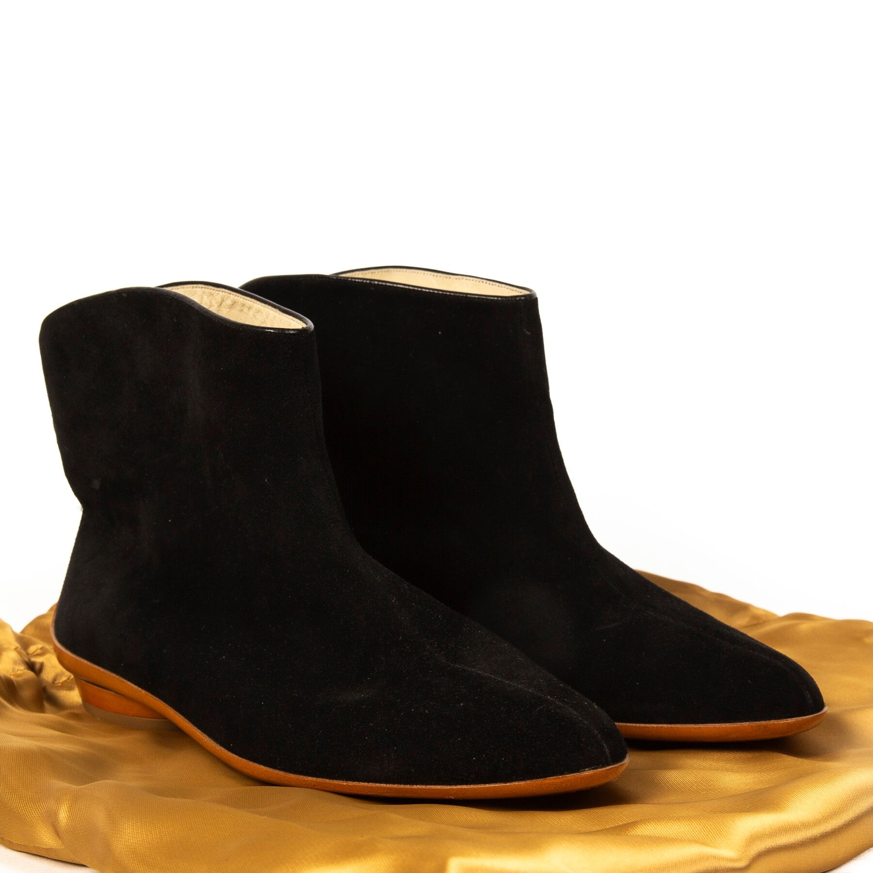 Buy authentic secondhand Salvatore Farragamo boots at Labellov vintage webshop for the lowest price.
