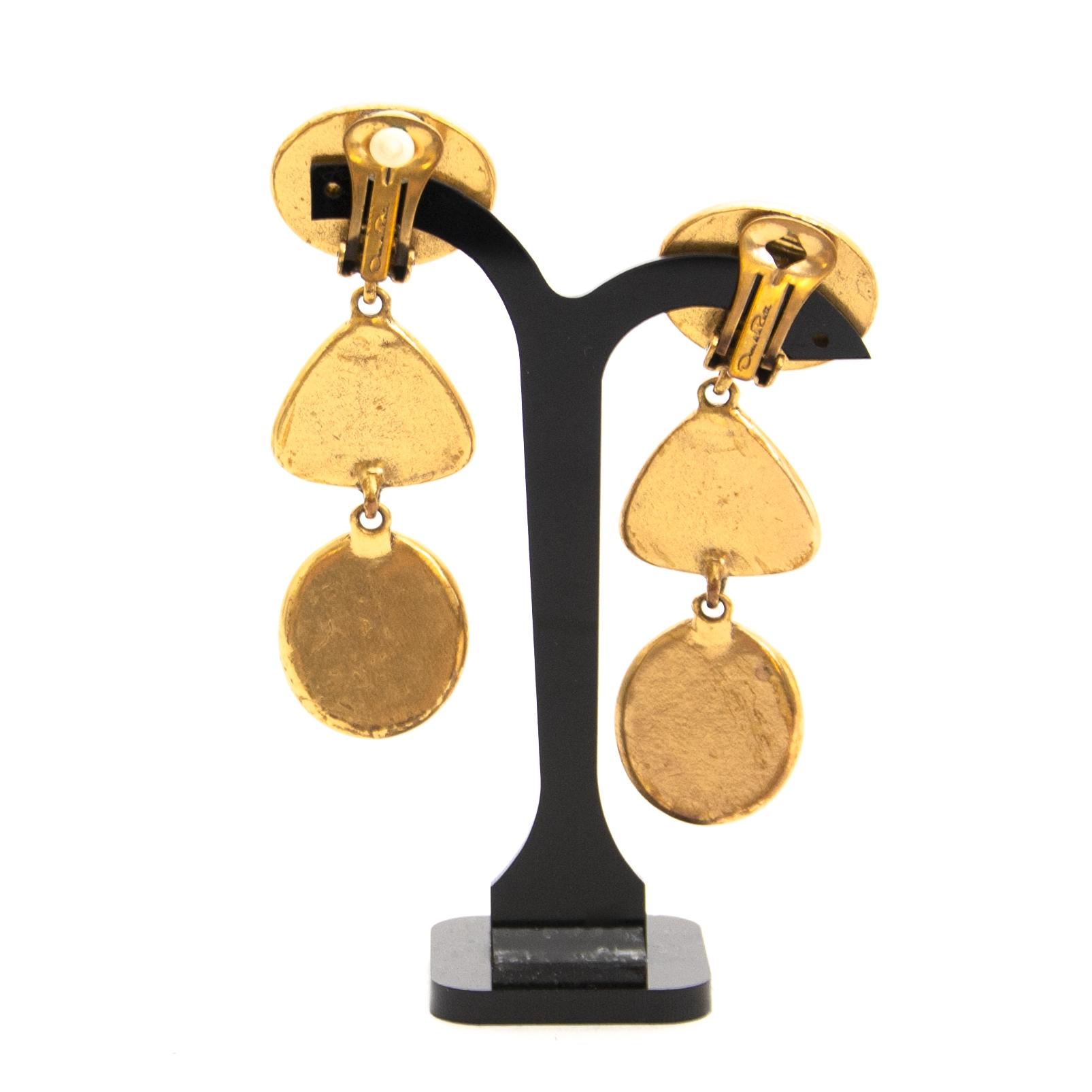 Authentieke tweedehands vintage Oscar De La Renta Curved Cabachon Clip Earrings koop online webshop LabelLOV