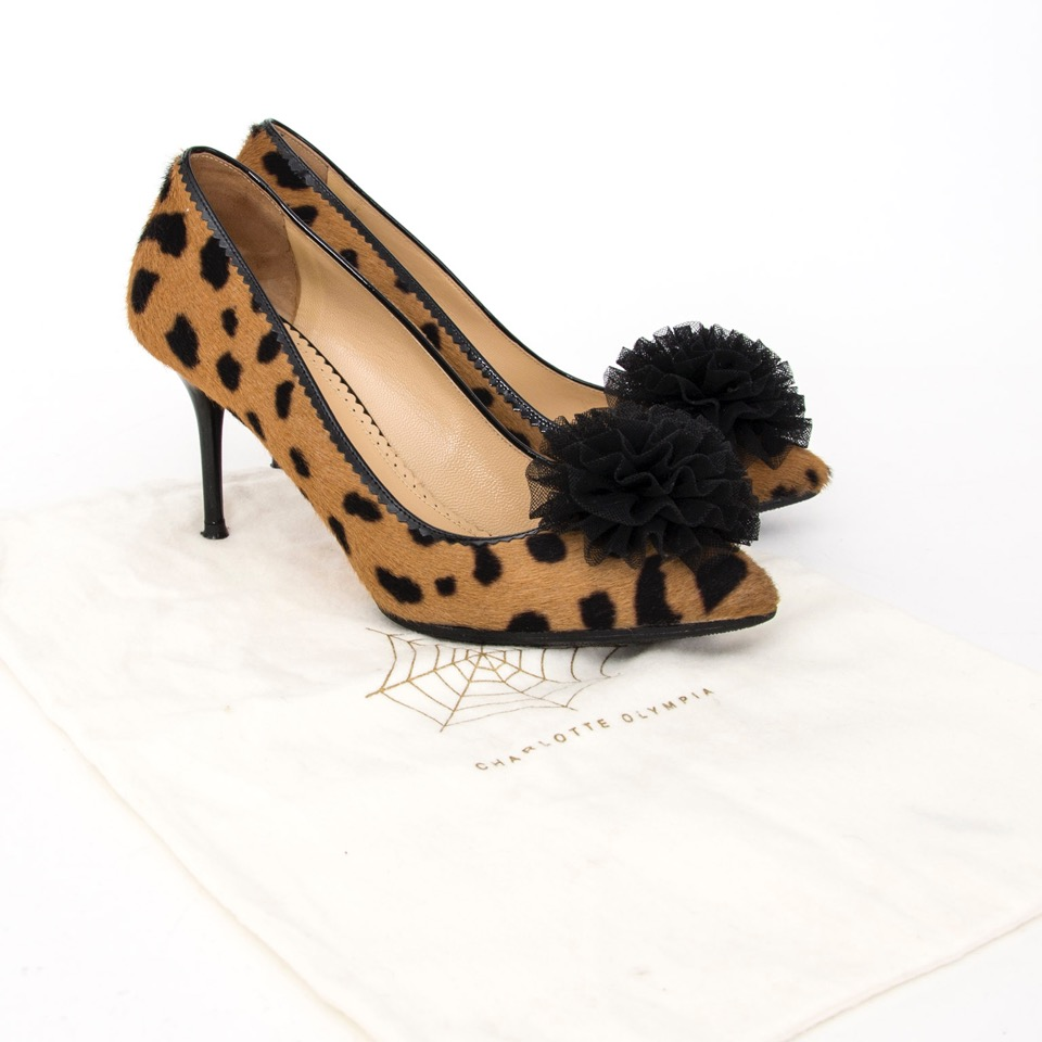Buy Charlotte Olympia Leopard Pumps at the right price at LabelLOV vintage webshop. Luxe, vintage, fashion. Safe and secure online shopping. Antwerp, Belgium.
