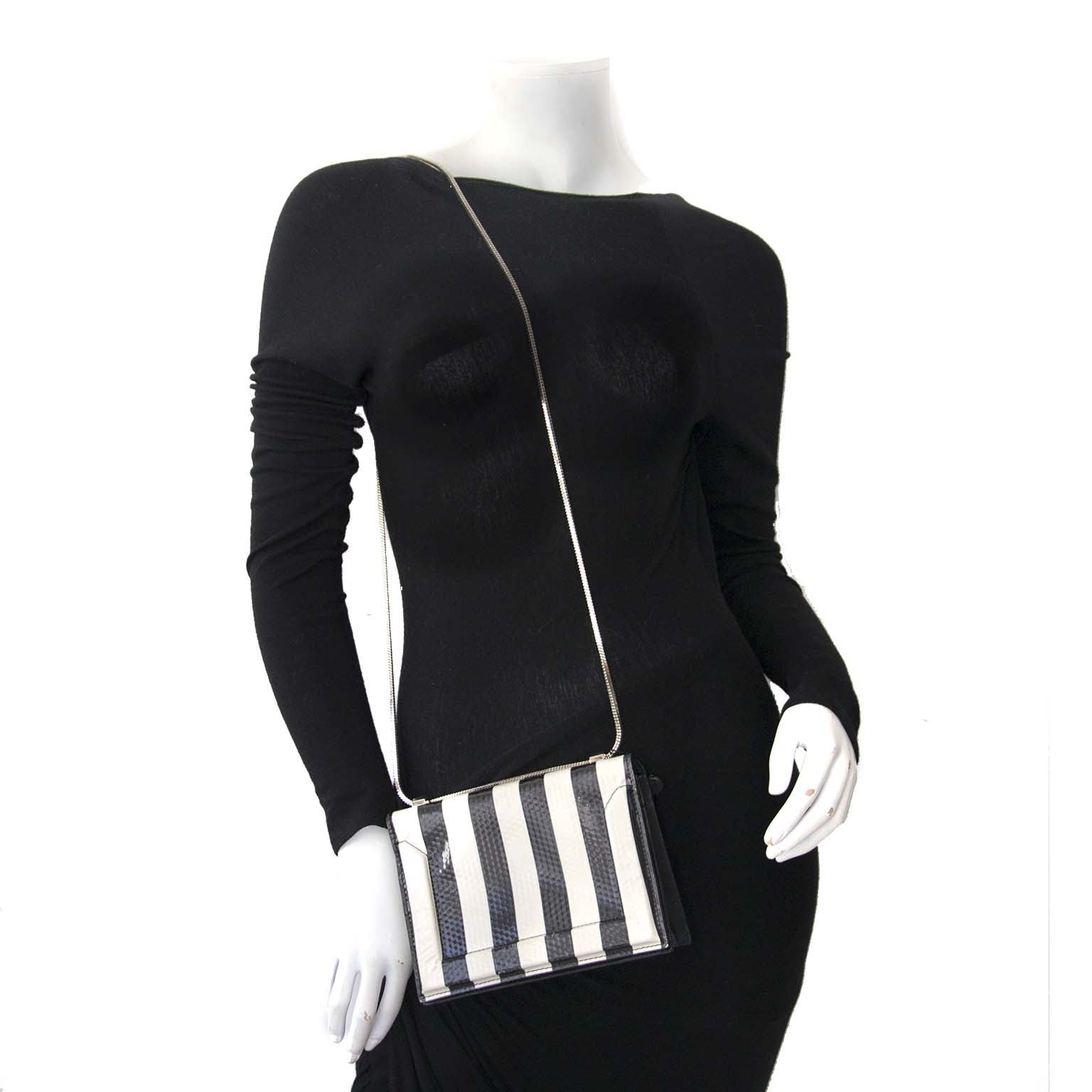 3.1 Phillip Lim Black & White Striped Soleil Shoulder Bag Buy authentic designer Phillip Lim secondhand bags at Labellov at the best price. Safe and secure shopping. Koop tweedehands authentieke Phillip Lim tassen bij designer webwinkel labellov.