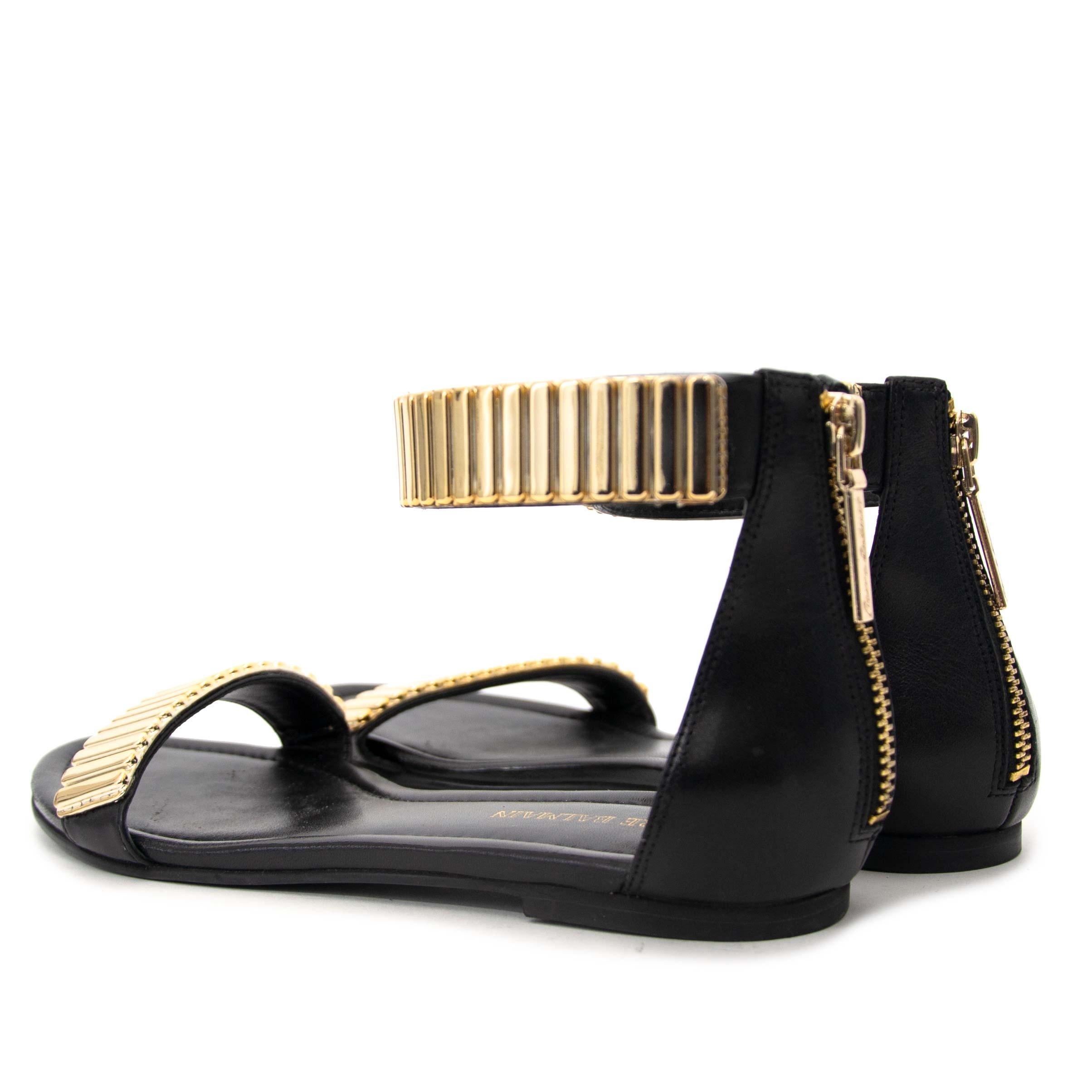 acheter en ligne seconde main Pierre Balmain Metallic Embellished Leather Sandals - Size 37