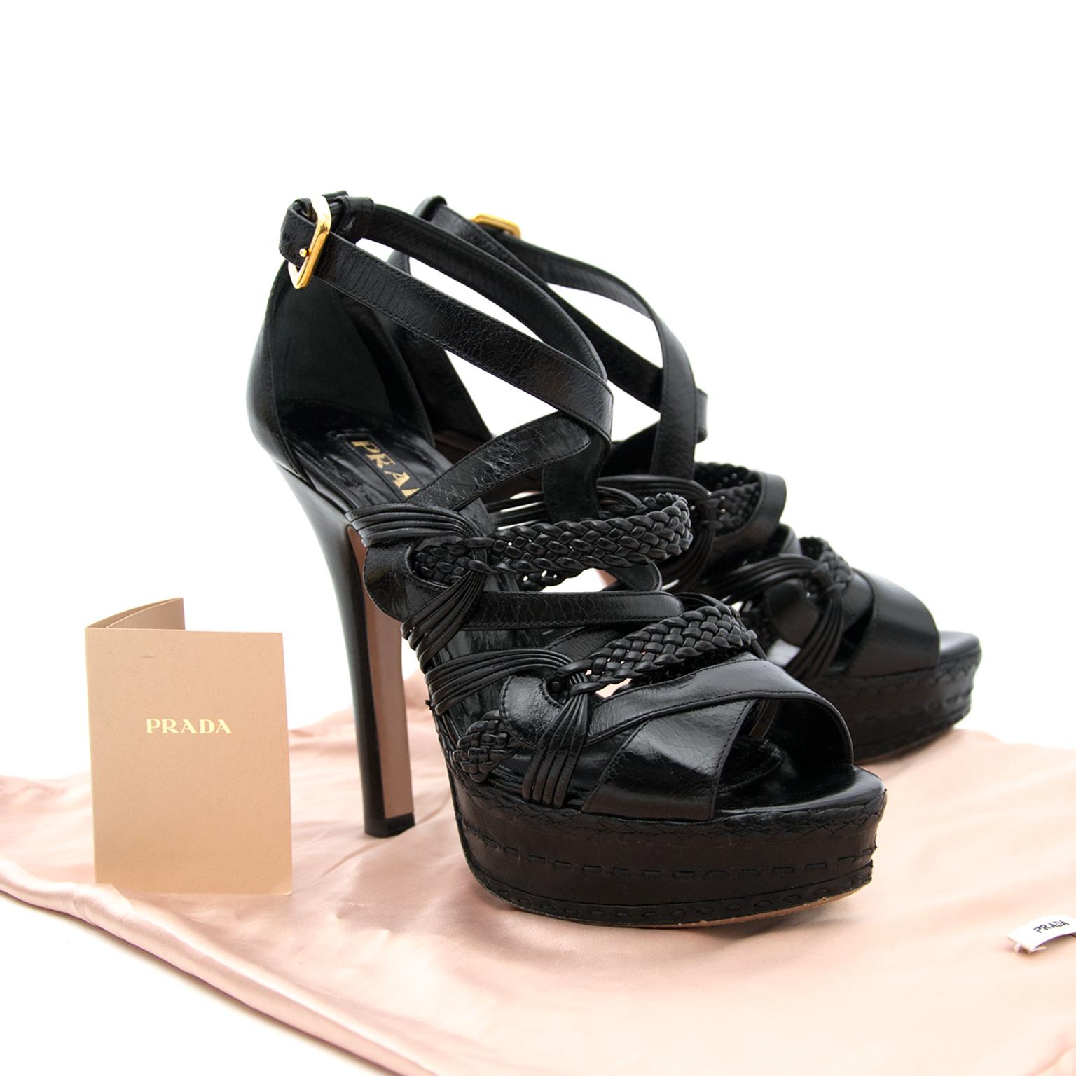 Achetez Prada Black Heels en ligne chez Labellov.com